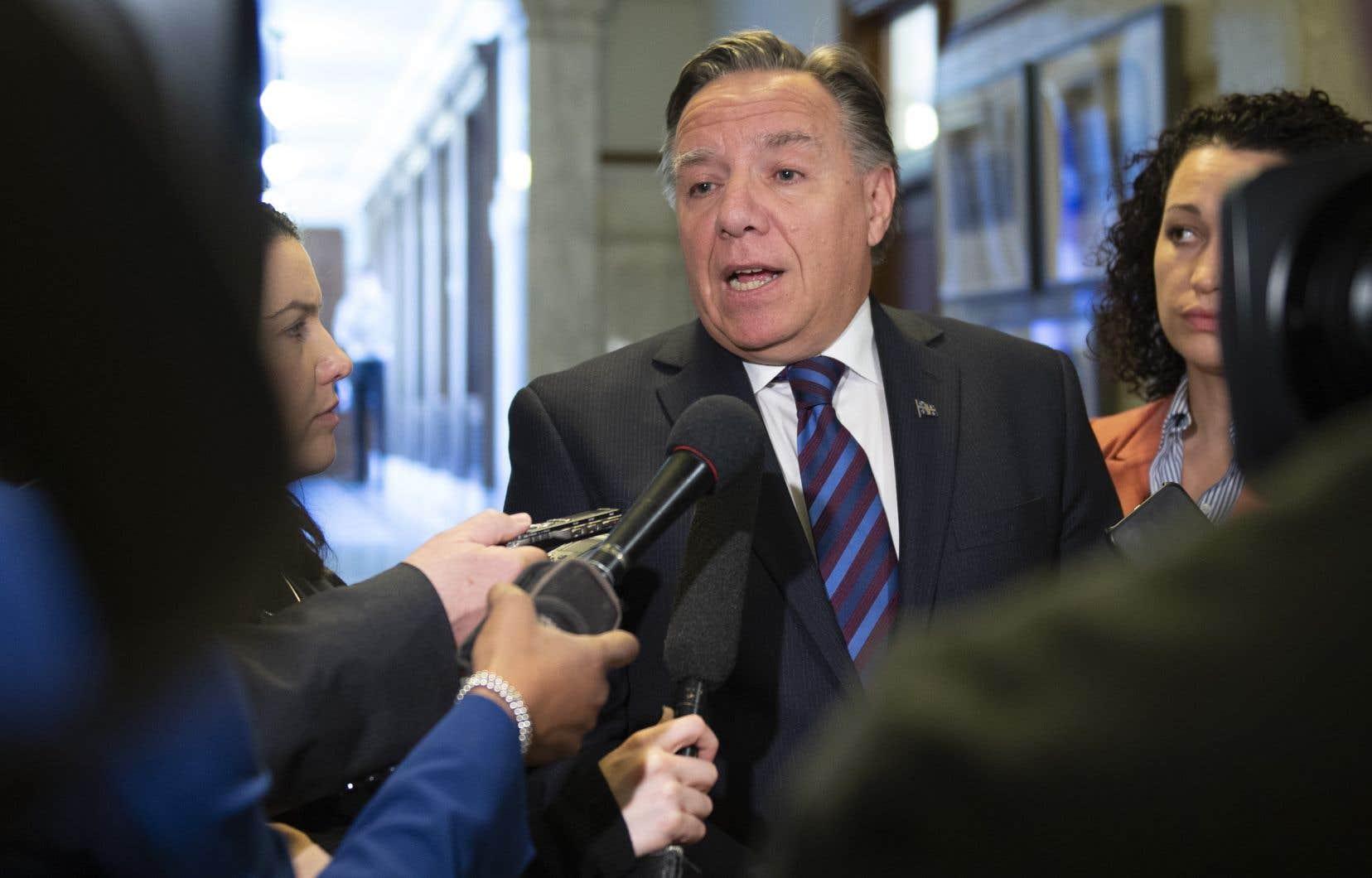 François Legault a réitéré la promesse de son gouvernement de rehausser les normes actuellement en vigueur.