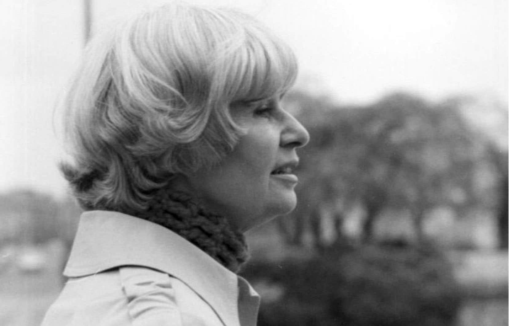 Anne Hébert, figure majeure de la littérature québécoise du XXe siècle. Ce que l'on connaît d'elle se résume vite: sa beauté, sa discrétion légendaire, sa vie à Paris entre 1965 et 1997. Ses livres.