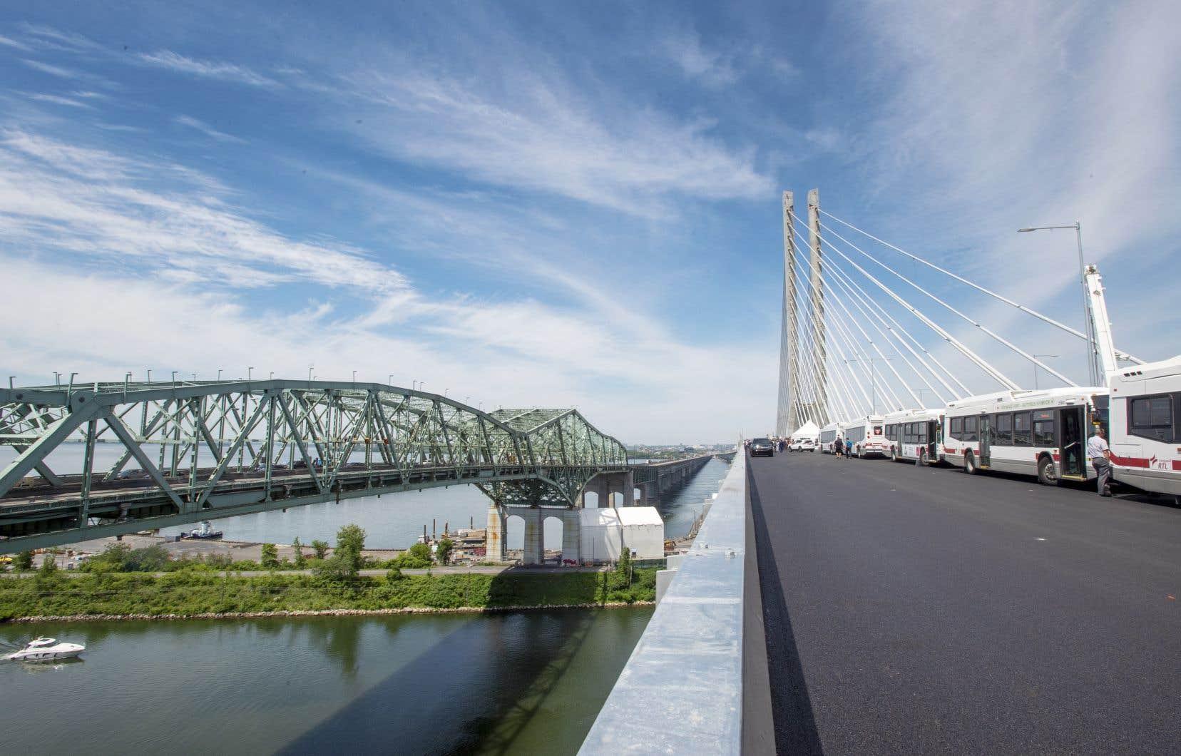 Le pont Champlain d'origine (qu'on voit ici à gauche) a été mis hors service le 28 juin dernier, 57 ans après son inauguration.