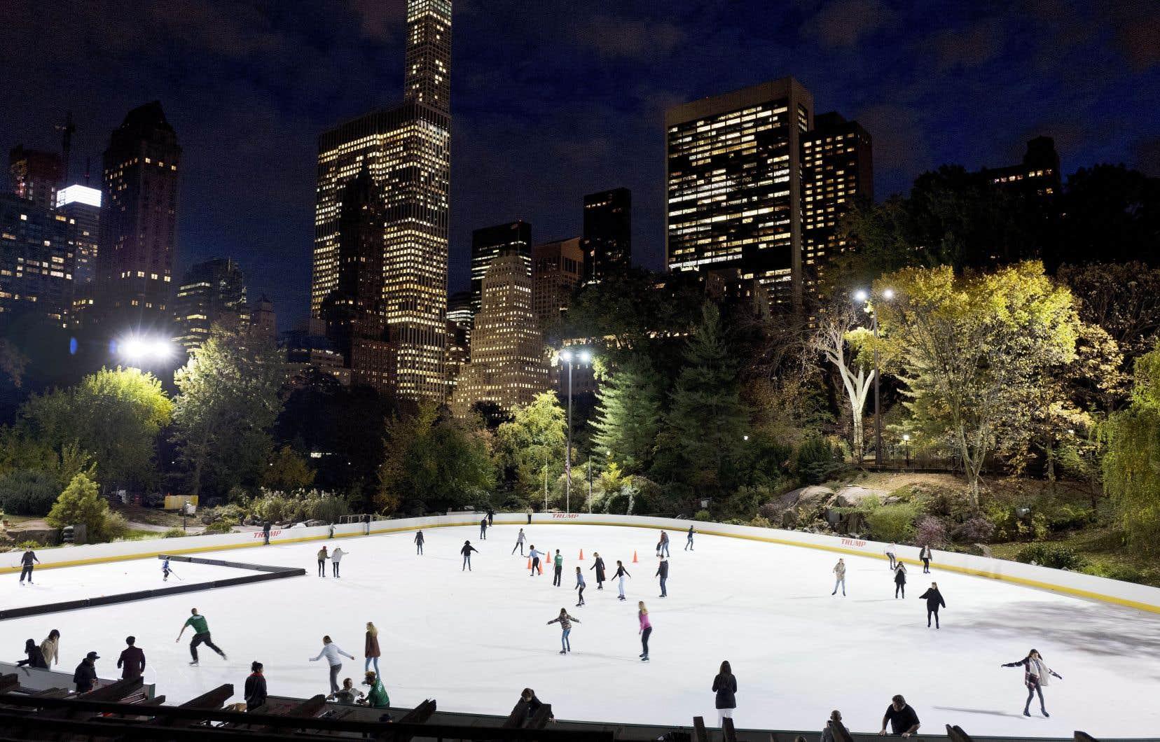 Le nom «Trump» en grosses lettres sur deux patinoires de Central Park, très prisées des New-Yorkais durant la période des Fêtes, c'est fini: la direction des parcs a confirmé mercredi que la Trump Organization avait décidé d'y renoncer, sans donner d'explication.