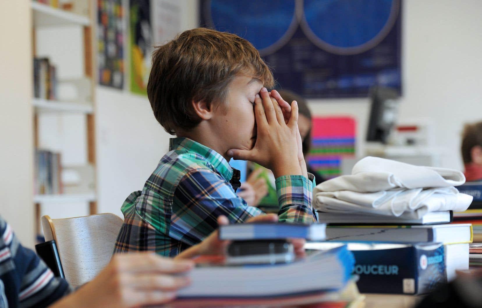 L'Association des médecins psychiatres du Québec note avec inquiétude que le taux de détresse psychologique élevée chez les jeunes atteint les 37% et est en hausse constante.