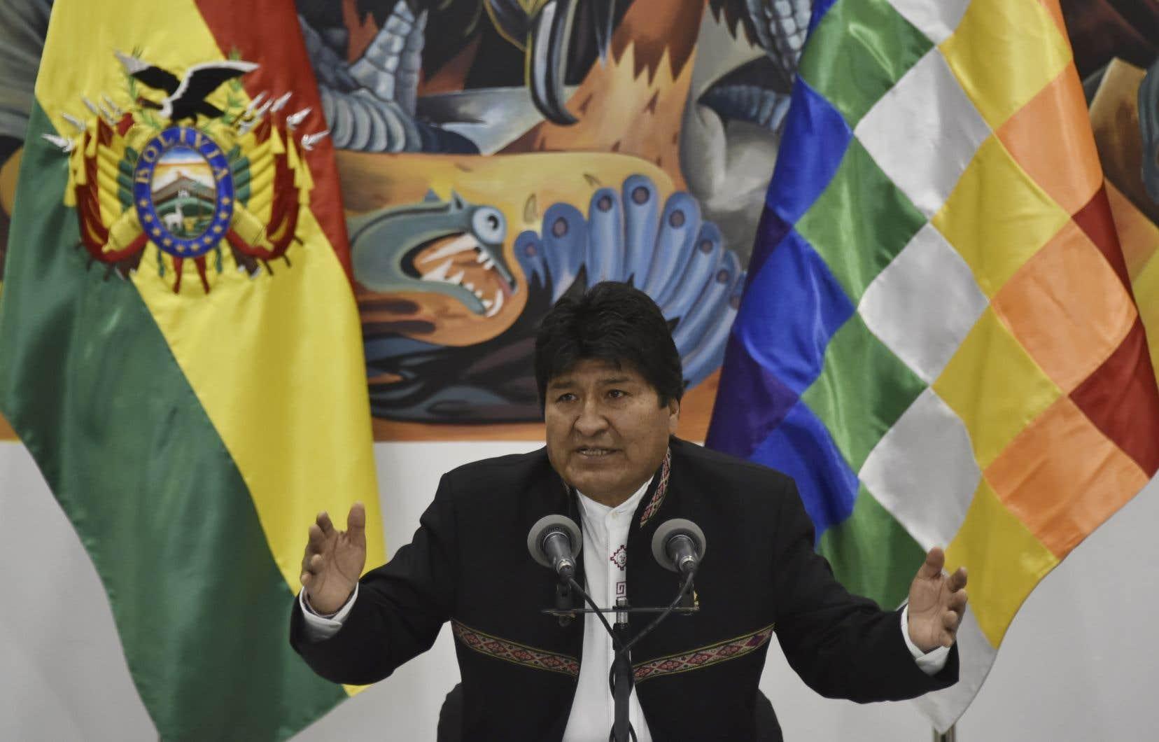 Evo Morales, ancien berger de lamas qui fêtait samedi ses 60ans, a atterri dans le fauteuil présidentiel en 2006, propulsé par un puissant syndicat de producteurs de coca à la tête duquel il est toujours.