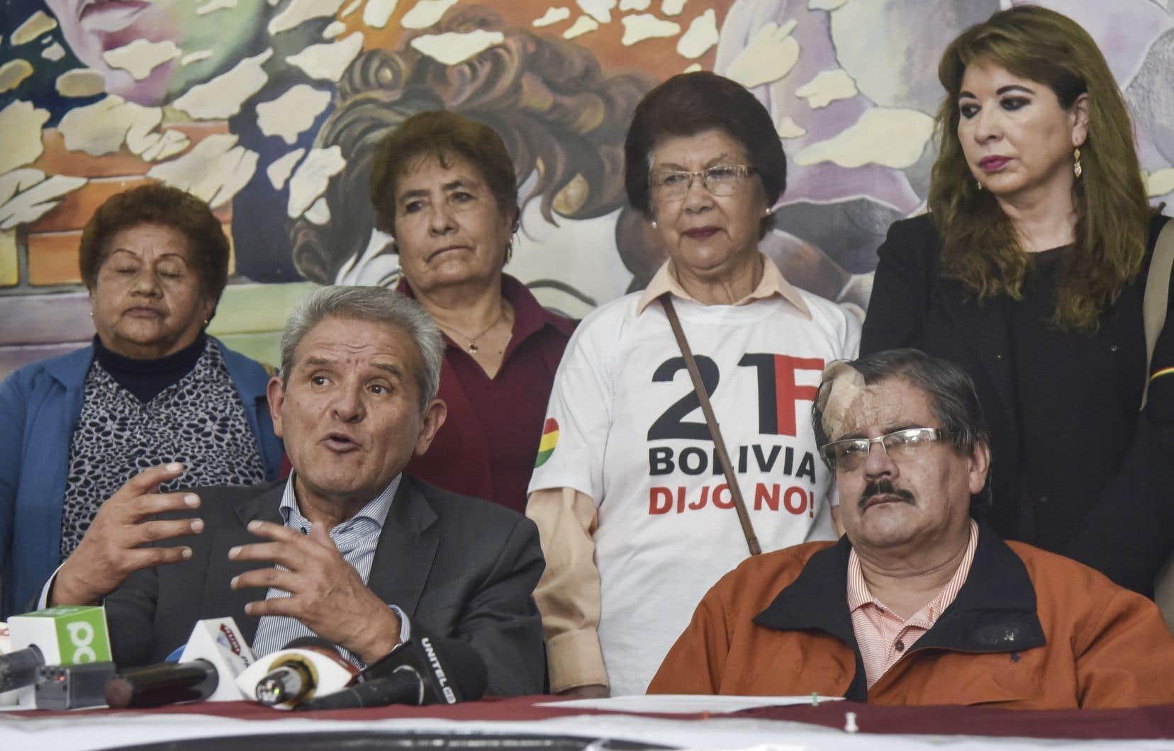 <p>Le collectif de l'opposition bolivienne baptisé «Coordination de défense de la démocratie»regroupe des partis politiques de droite, du centre et la société civile.</p>