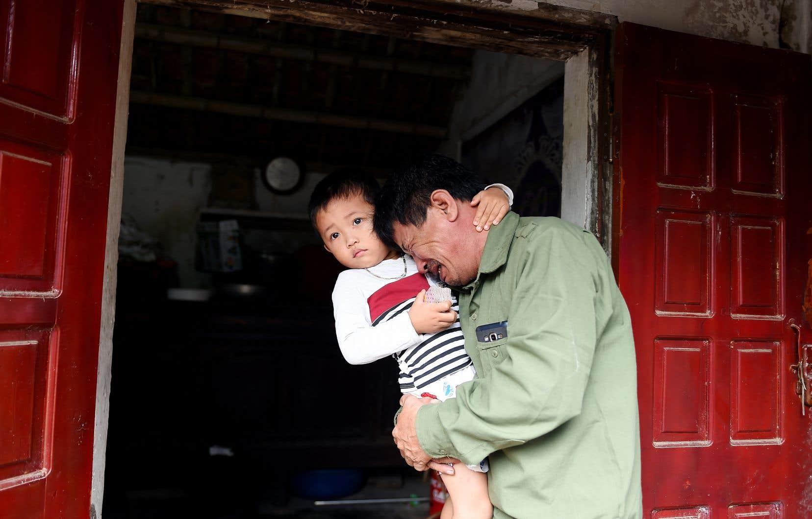 Le Minh Tuan craint que son fils,Le Van Ha âgé de 30 ans, soit parmi les 39 victimes retrouvées mortes dans un camion en Grande-Bretagne.
