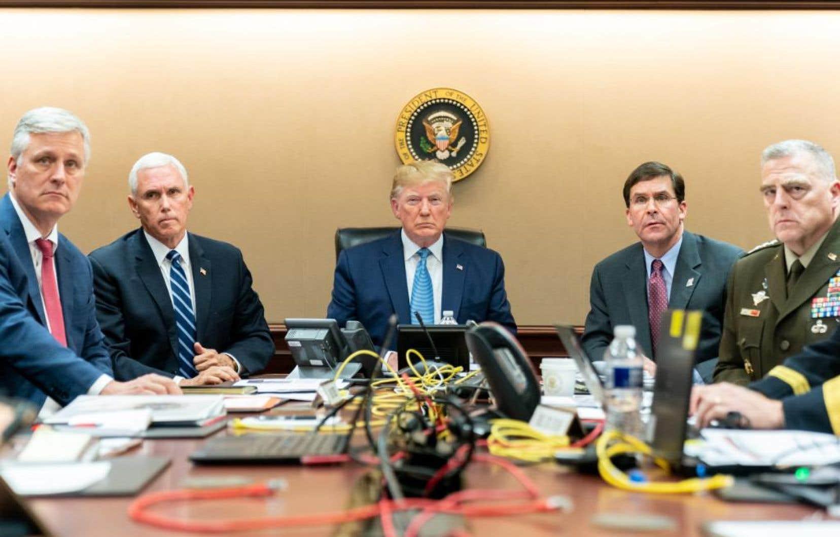 Le président des États-Unis, Donald Trump, visionnant l'opération militaire en Syrie à partir de la Maison-Blanche