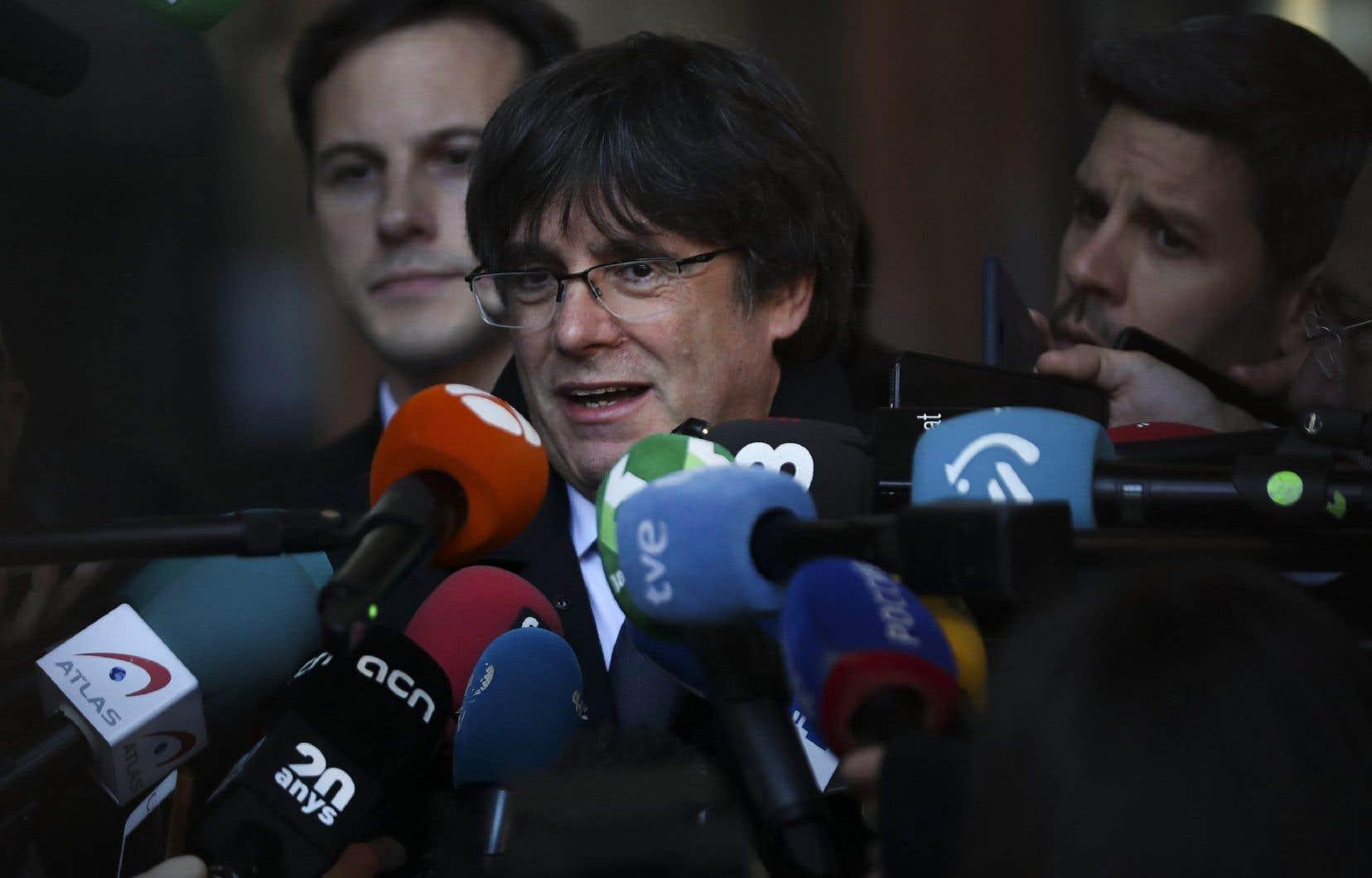Le bureau d'Immigration et Citoyenneté Canada à Paris a justifié sa décisionpar les actions judiciaires intentées contre l'ex-leader indépendantiste et ancien président de la CatalogneCarles Puigdemonten Espagne pour son rôle dans le référendum catalan de 2017, considéré comme illégal par Madrid.