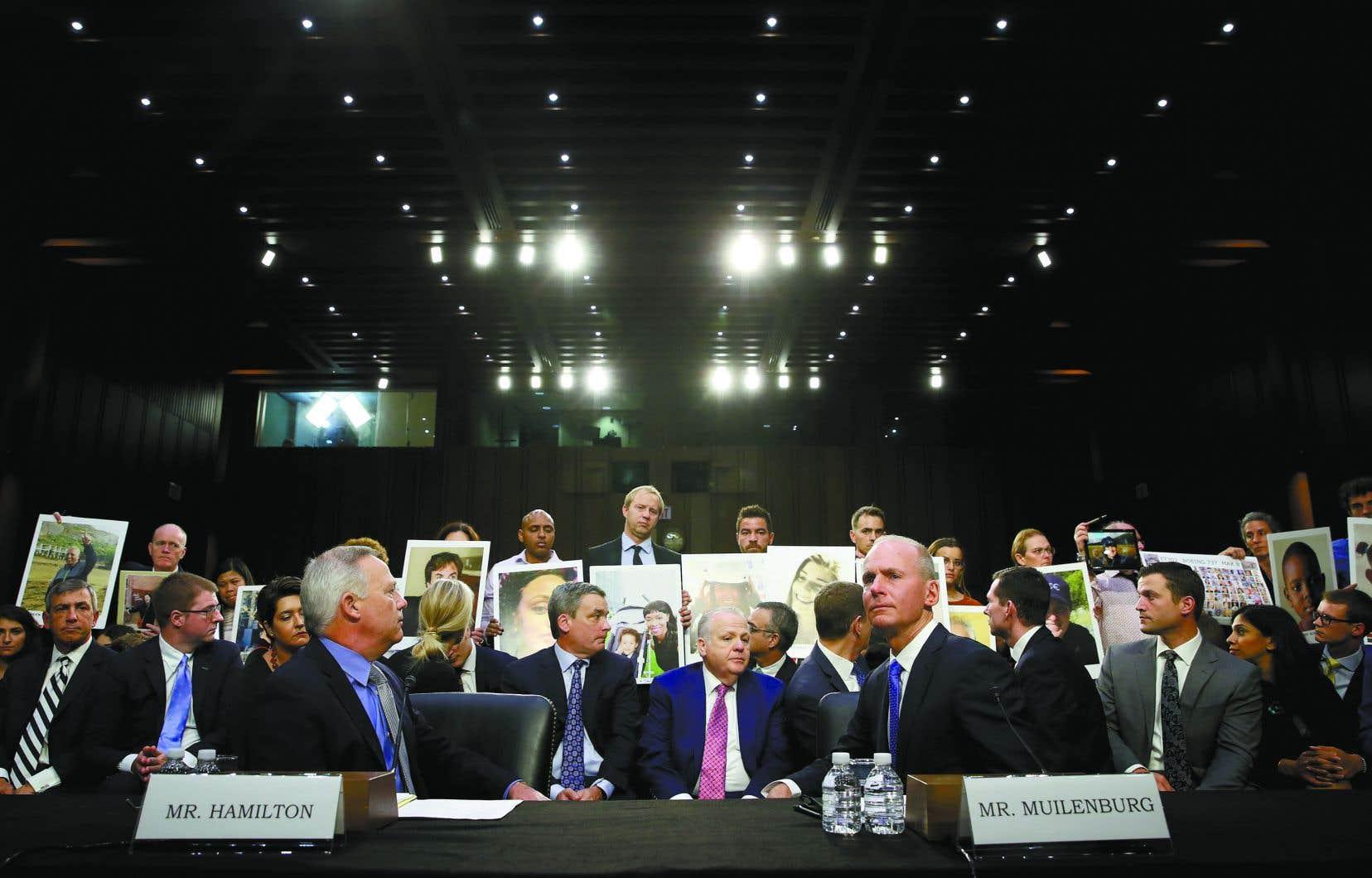 Les familles des victimes étaient présentes dans la salle d'audience au Congrès lors du témoignage de Dennis Muilenburg.