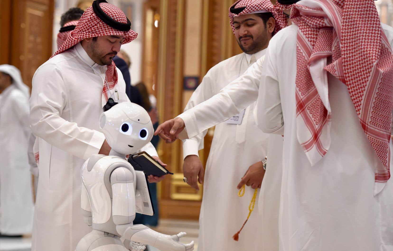 <p>Cette année, des milliers de délégués venant d'une trentaine de pays ont afflué à Riyad pour la troisième édition et l'ambiance contraste avec celle de l'année dernière.</p>