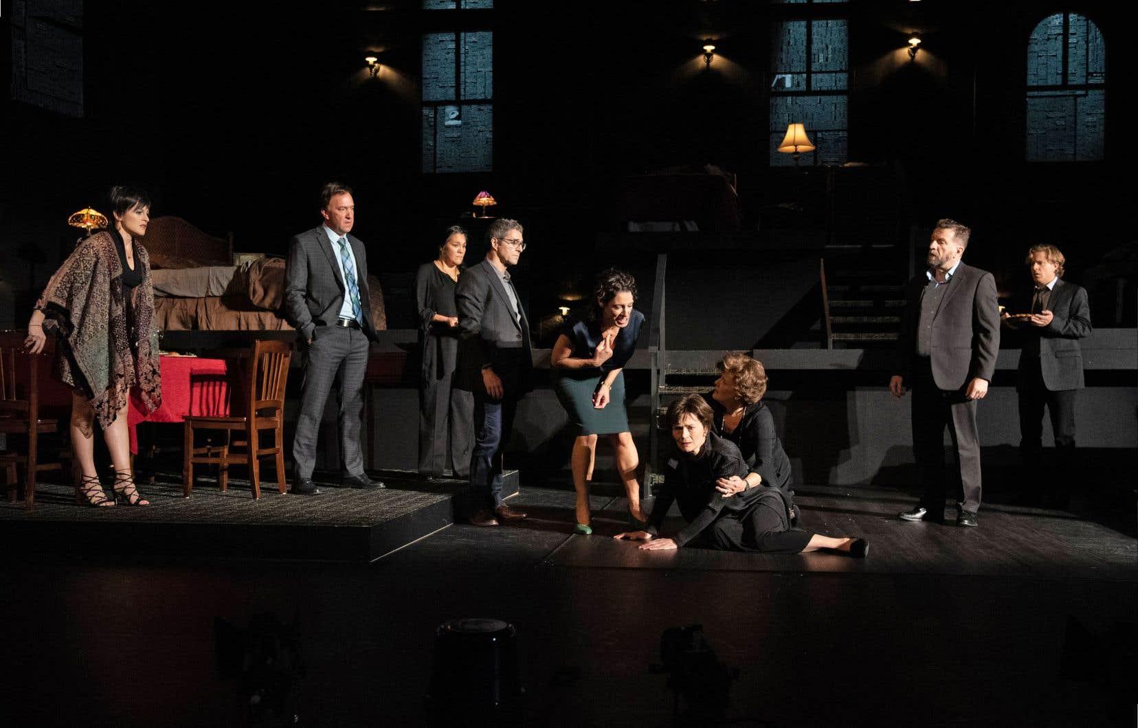 Il s'agit de l'une de ces histoires de familles dysfonctionnelles dont raffole le théâtre américain, tout comme la télévision d'ailleurs.