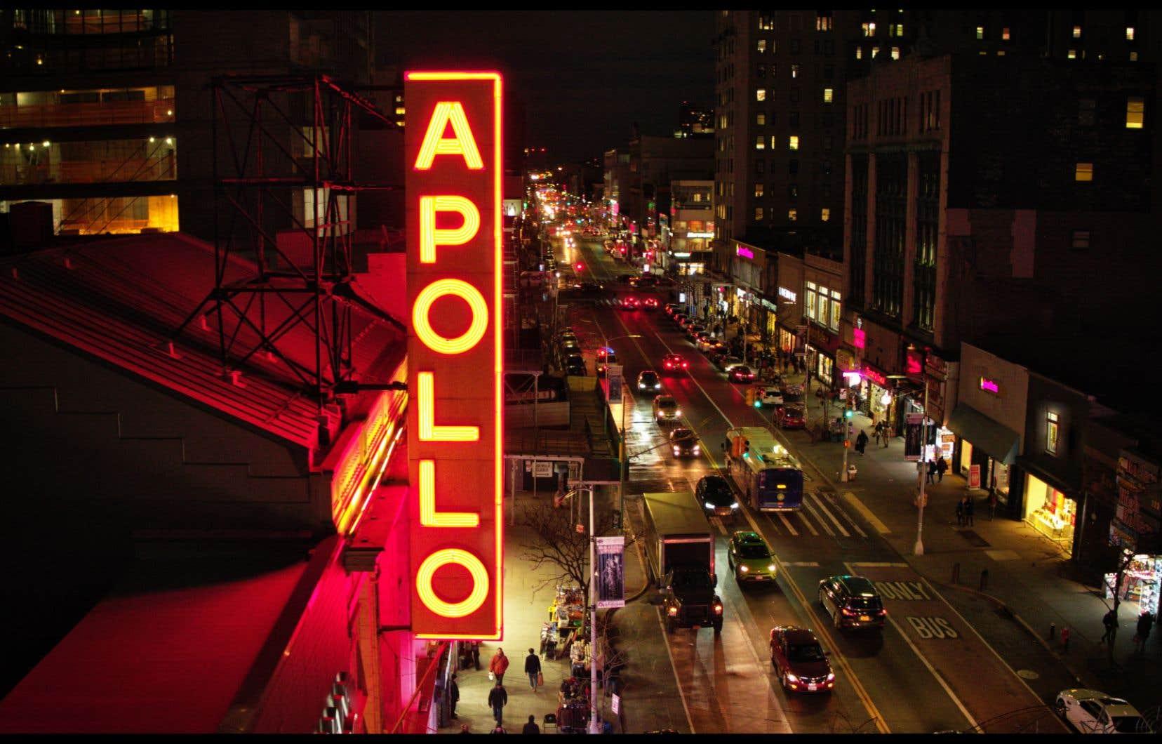 Le film aborde très rapidement les premières années d'existence du théâtre, alors réservé à un public exclusivement blanc.