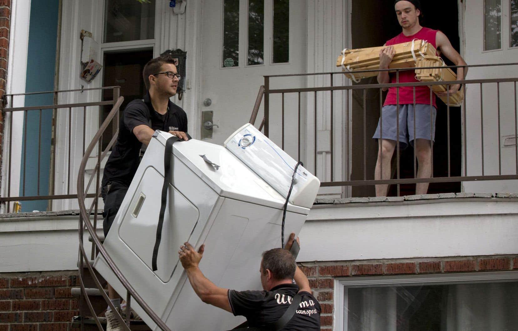Les groupes de défense des locataires s'opposent farouchement au dépôt de garantie, dans lequel ils voient une barrière de plus au logement pour les locataires les plus pauvres.