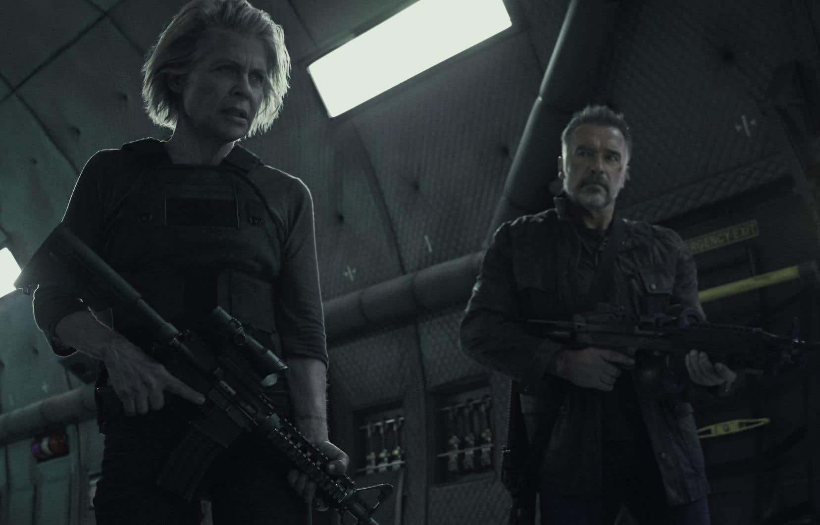 Linda Hamilton et Arnold Schwarzenegger reprennent respectivement les rôles de Sarah Connor, celle-là même qui a réécrit le futur et sauvé l'humanité, et du T-800, le meurtrier du fils de la première.