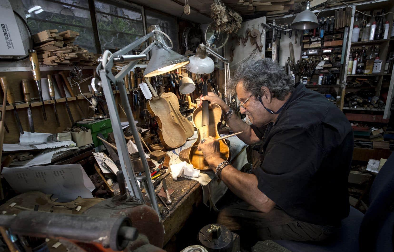 Certains des 70 instruments qui font aujourd'hui partie des Violons de l'Espoir ont nécessité jusqu'à un an et demi de restauration, selon le luthier Amnon Weinstein.
