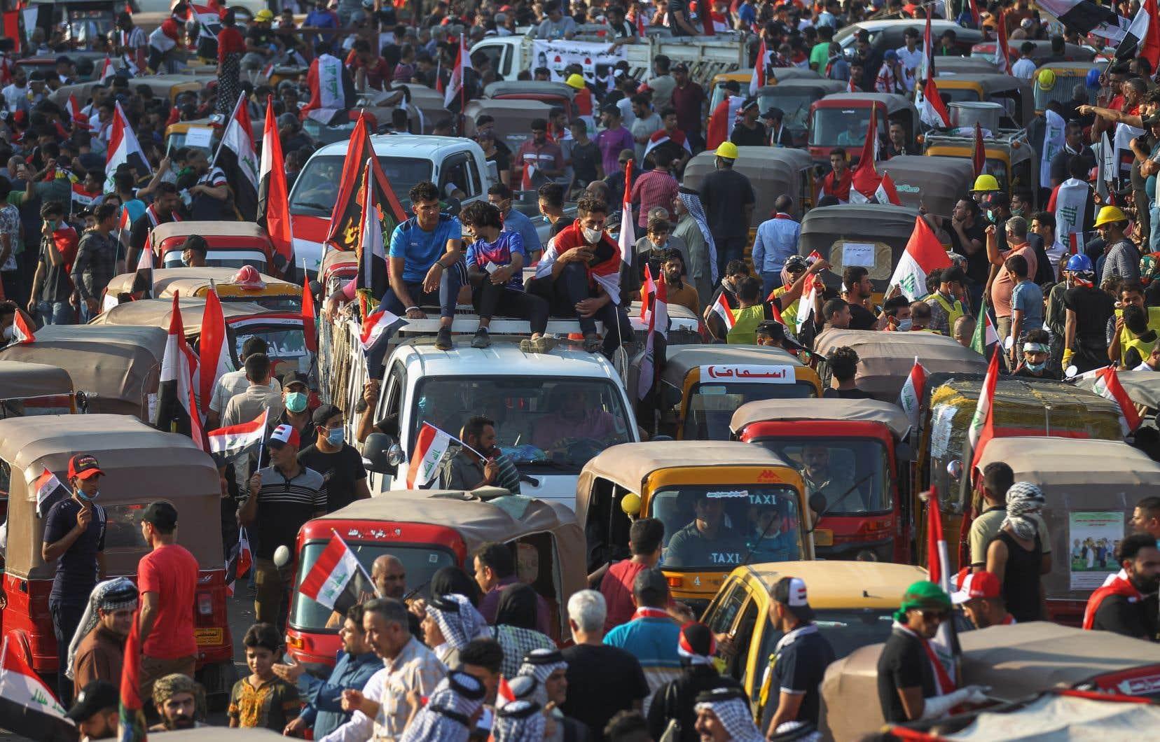 Déclenchée spontanément le 1eroctobre contre la corruption, le chômage et la déliquescence des services publics, la contestation réclame désormais «la chute du régime» et ne cesse d'enfler avec la participation ces derniers jours d'étudiants, de syndicats et d'organisations de la société civile.