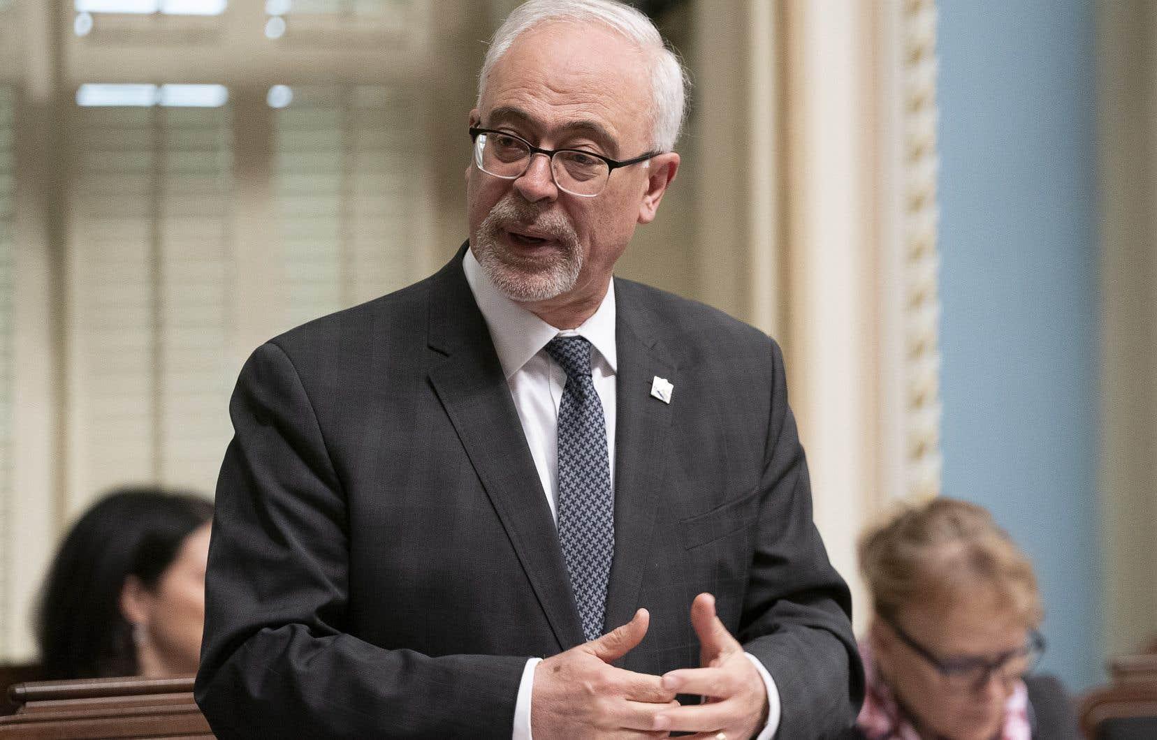 Économiste et ancien ministre des Finances, Carlos Leitão appelle le gouvernement à la prudence.