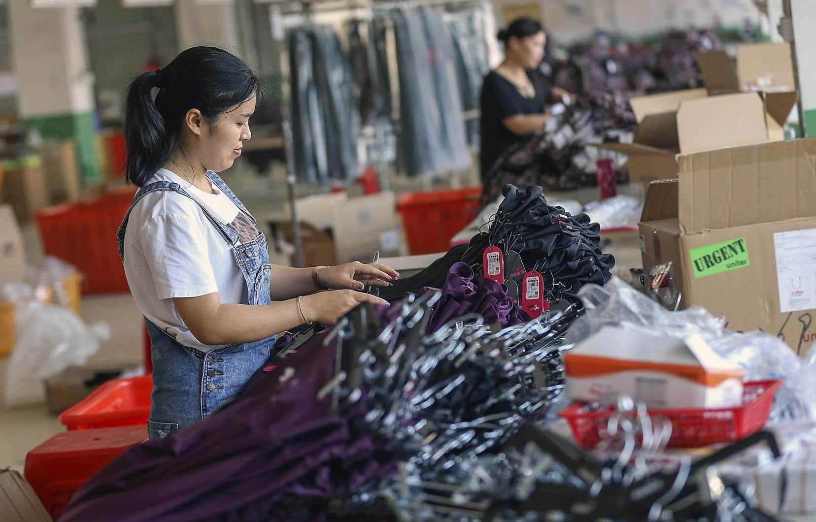 Les États-Unis seraient prêts à lever les tarifs de 15% appliqués sur certaines importations chinoises, notamment les vêtements, les appareils électroménagers et les écrans plats.
