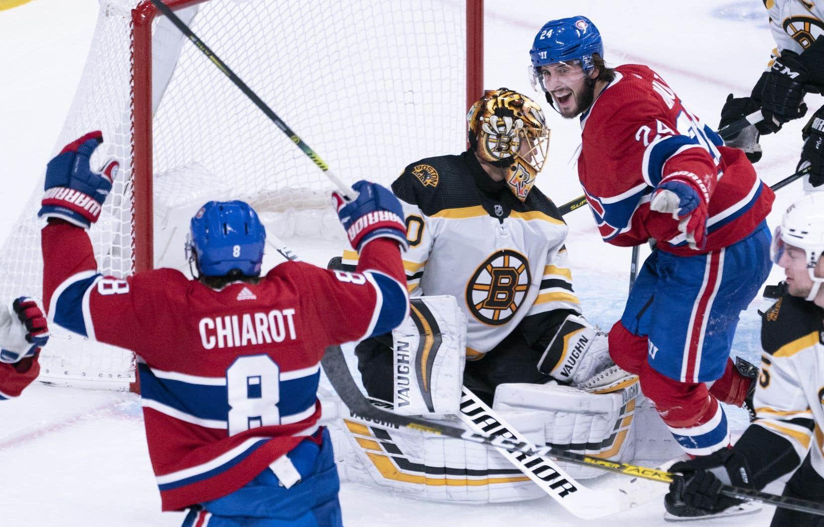 Phillip Danault (à droite) du Canadien célèbre un but de son coéquipier Ben Chariot,<span style=