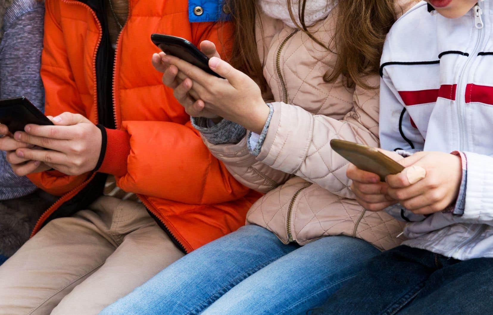 Un adolescent qui se croira incapable de mener une existence aussi excitante que celle qu'on lui présente en ligne pourra avoir tendance à s'isoler encore plus.