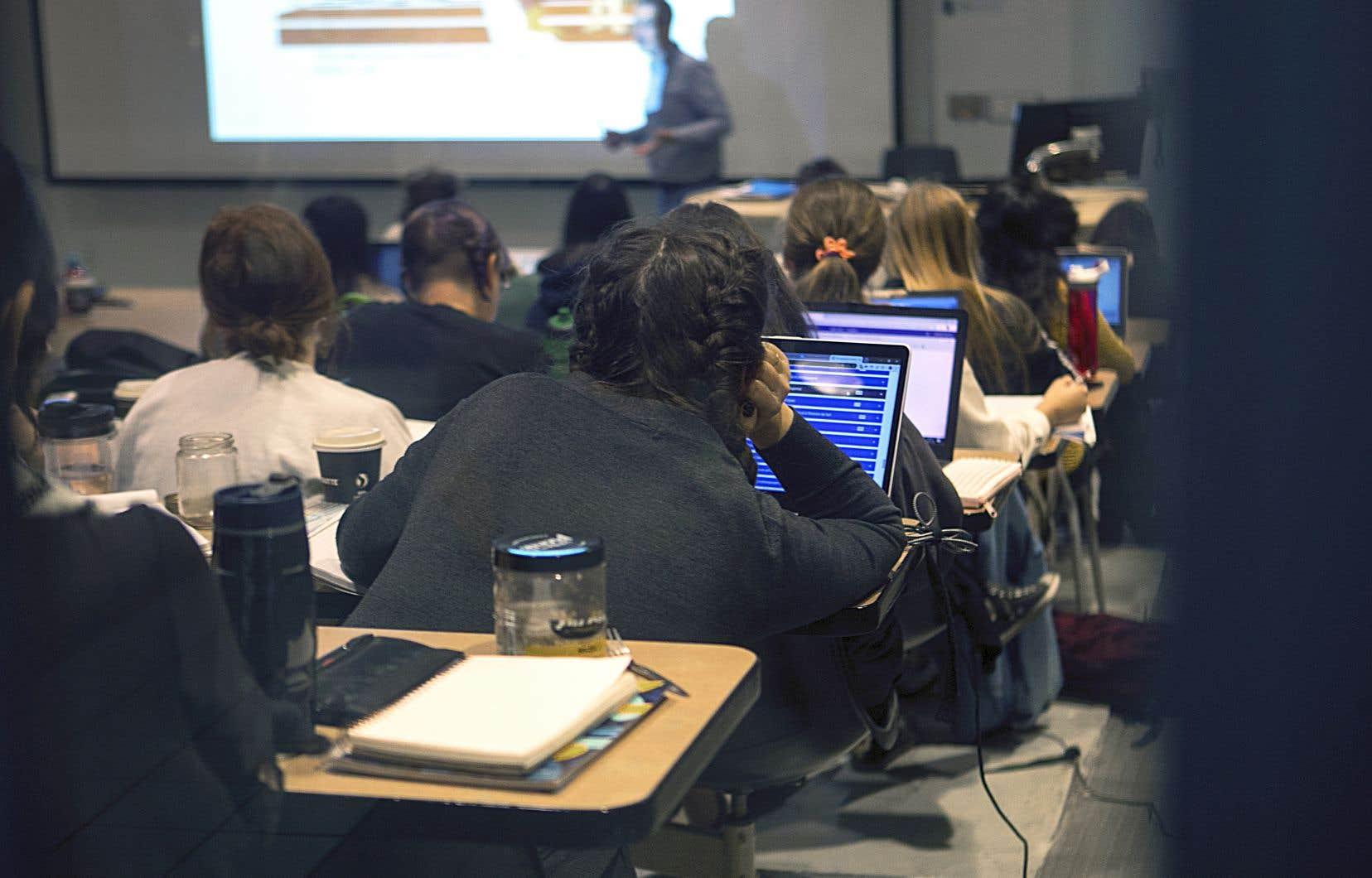 Le PEQ fait du Québec une destination attrayante pour les étudiants étrangers, car il accélère les démarches menant à l'obtention d'un certificat de sélection.