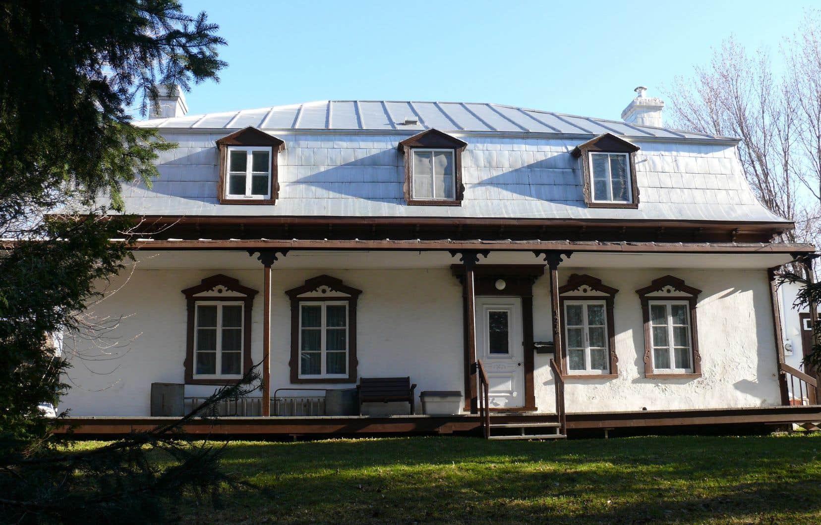 La maison Jobin-Bédard, située dans l'arrondissement de Charlesbourg à Québec, figure dans le Répertoire du patrimoine culturel du Québec.