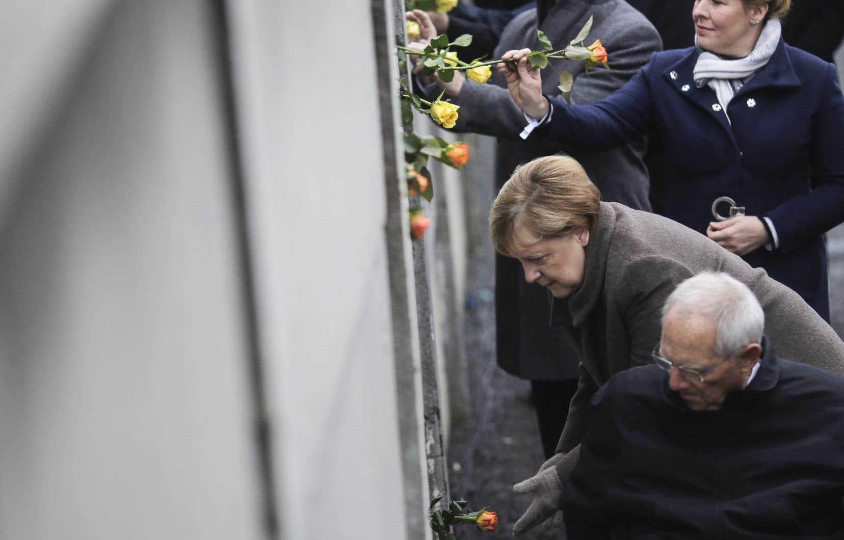 <p>La chancelière allemande, Angela Merkel,a appelé samedi l'Europe à défendre ses valeurs fondamentales comme «la démocratie et la liberté» face aux contestations grandissantes.</p>