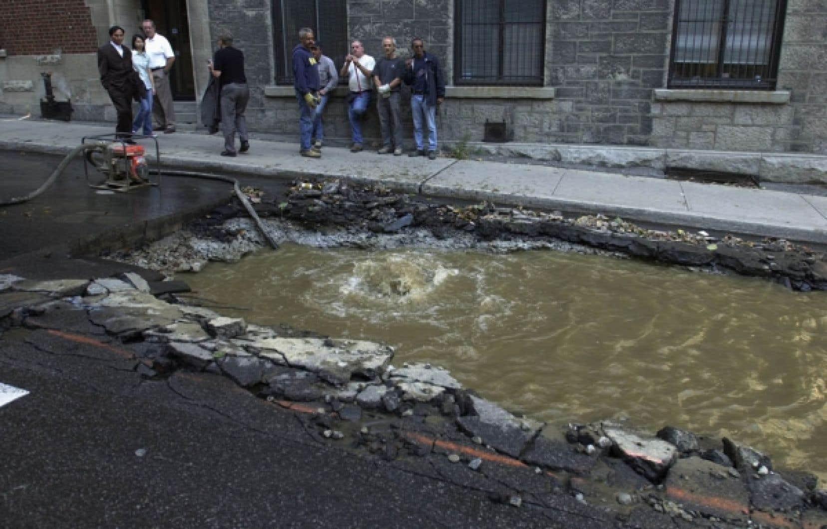 Environ le tiers des conduites d'eau à Montréal auraient atteint la fin de leur durée de vie utile et devraient être refaites ou remplacées<br />