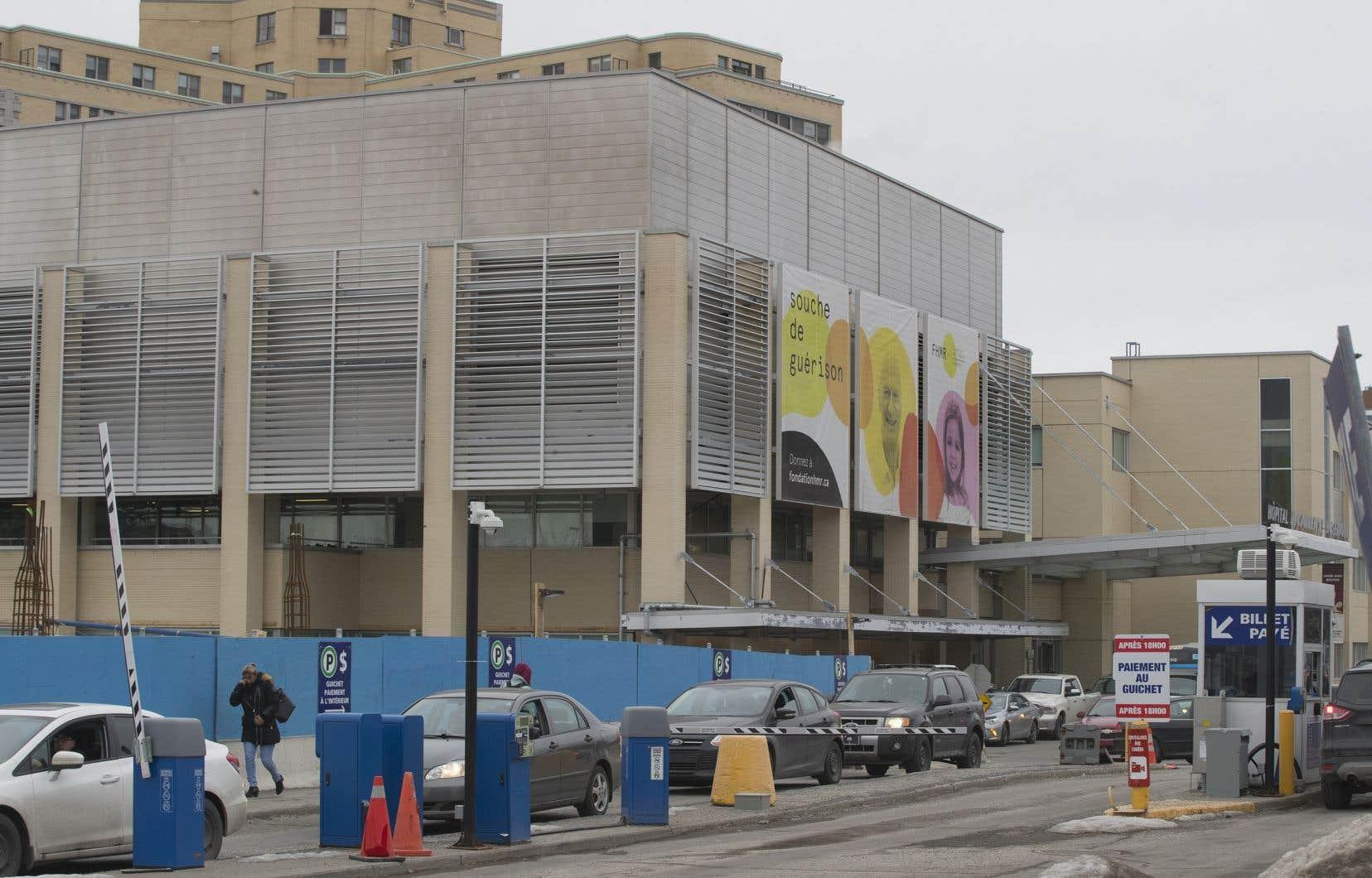 À l'heure actuelle, une journée de stationnement peut coûter jusqu'à 24$ dans plusieurs grands hôpitaux de Montréal comme le CHUM. Sur la photo, l'hôpital Maisonneuve-Rosemont.