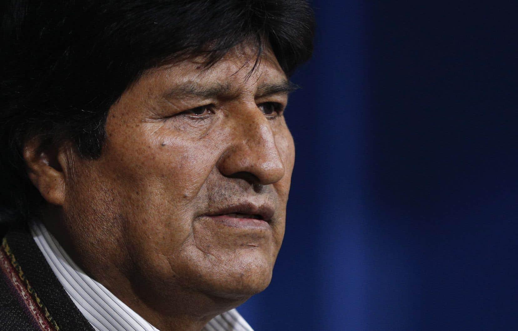 Né dans la misère, Evo Morales avait gravi les échelons syndicaux jusqu'à devenir il y a 13 ans le premier chef d'État indigène du pays.