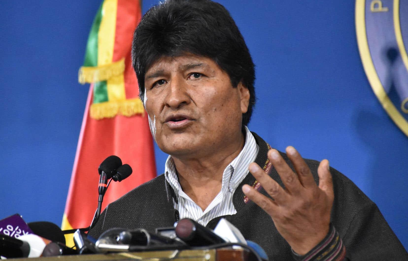 «Je pars pour le Mexique», et «ça me fait mal d'abandonner le pays pour des raisons politiques», a posté sur Twitter lundi soir Evo Morales, qui présidait la Bolivie depuis 2006 et a démissionné dimanche.