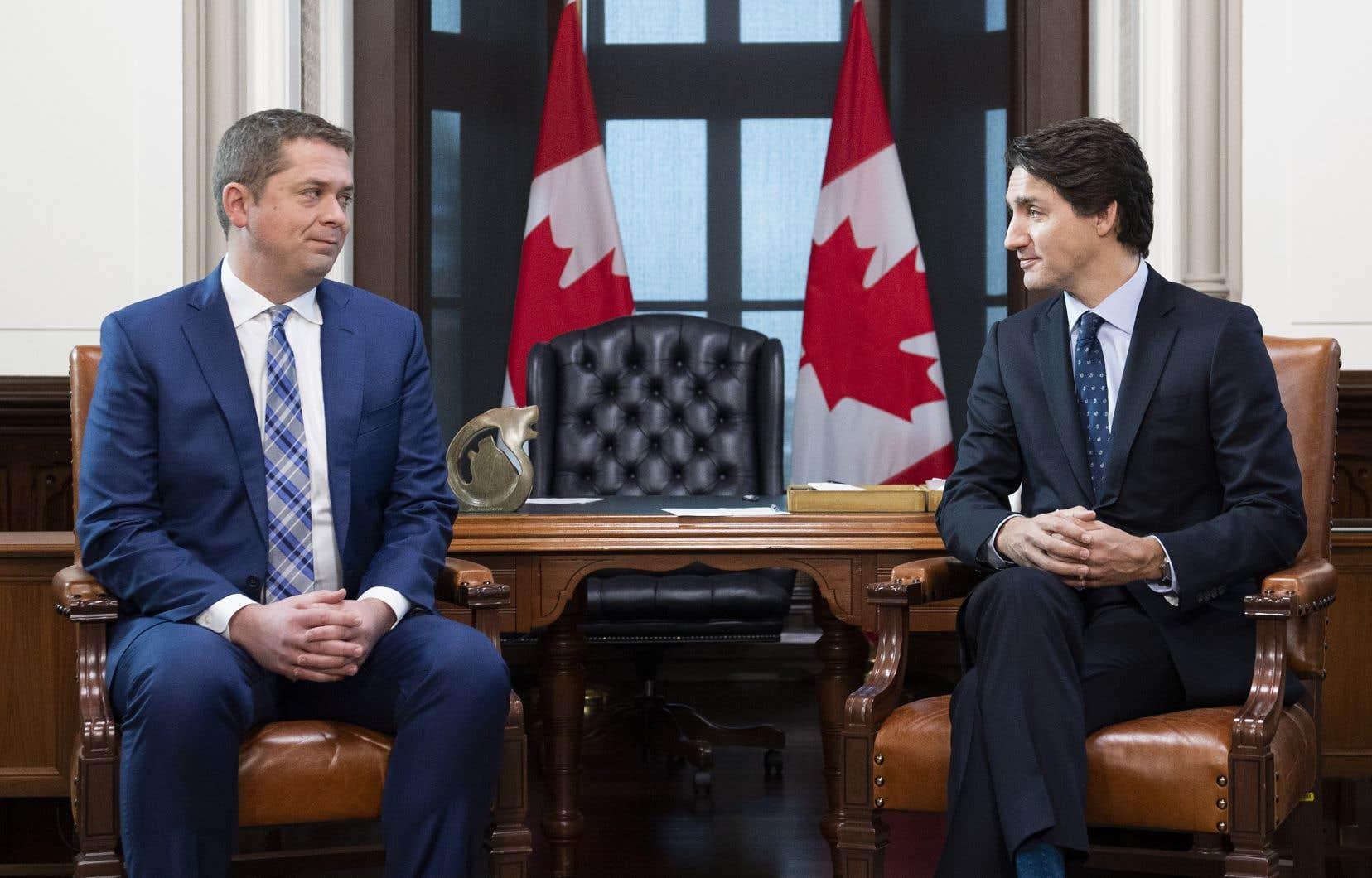 Le chef conservateur, Andrew Scheer, a hâte d'en découdre avec le chef libéral, Justin Trudeau, à la Chambre des communes, mais le premier ministre a arrêté la date pour la reprise des travaux parlementaires et le chef de l'opposition devra donc patienter jusqu'au 5décembre pour croiser le fer avec son adversaire.