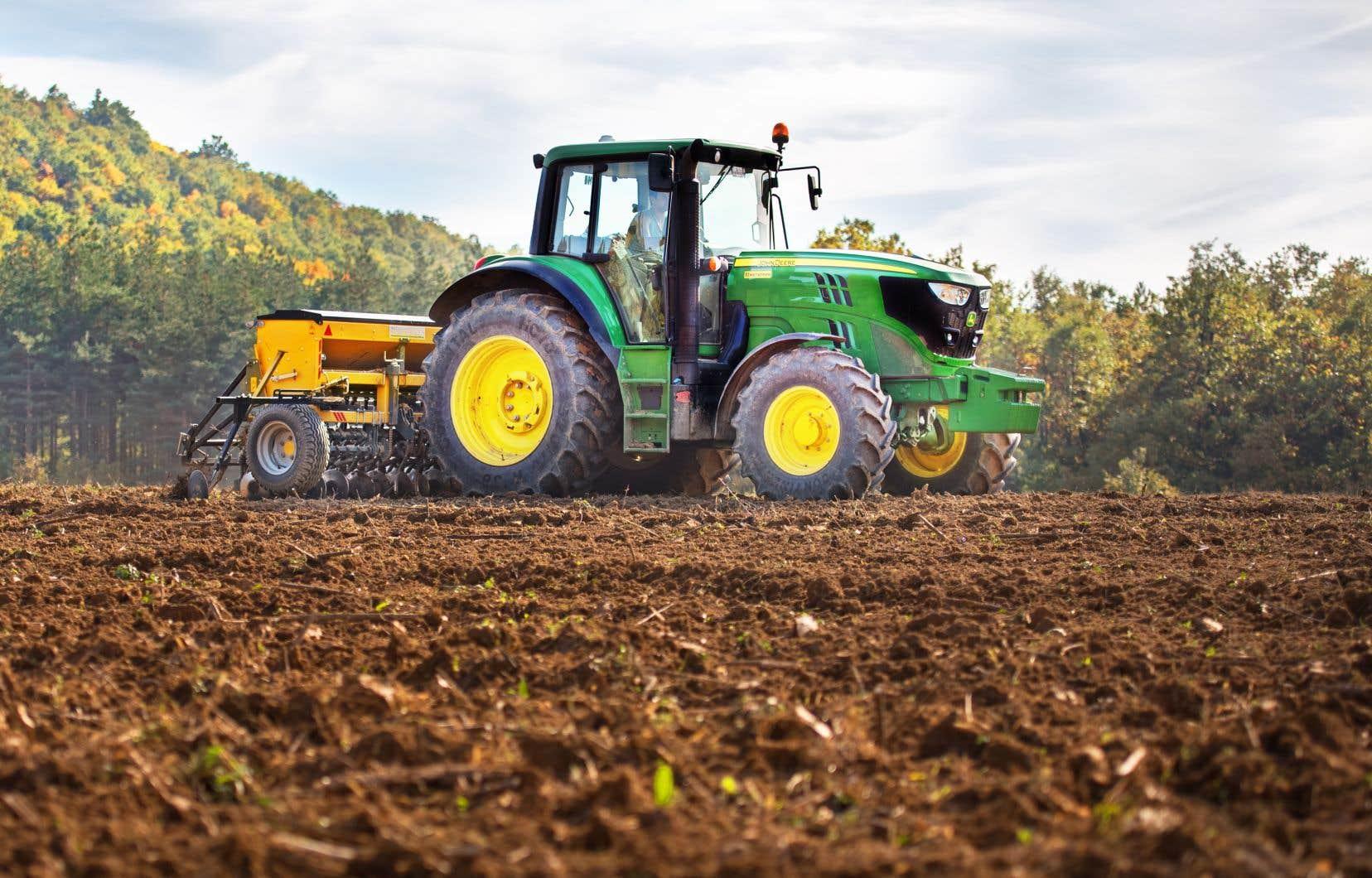 «Un sol non travaillé contient davantage de matières organiques et possède une grande capacité d'absorption d'eau», rappelle l'auteur.