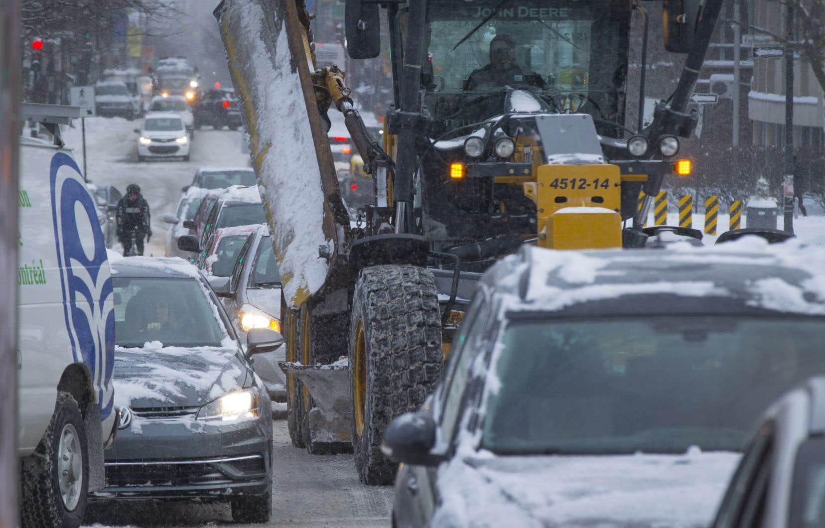 Montréal a décrété sa première opération de chargement de la neige mardi, la plus hâtive depuis plusieurs années.