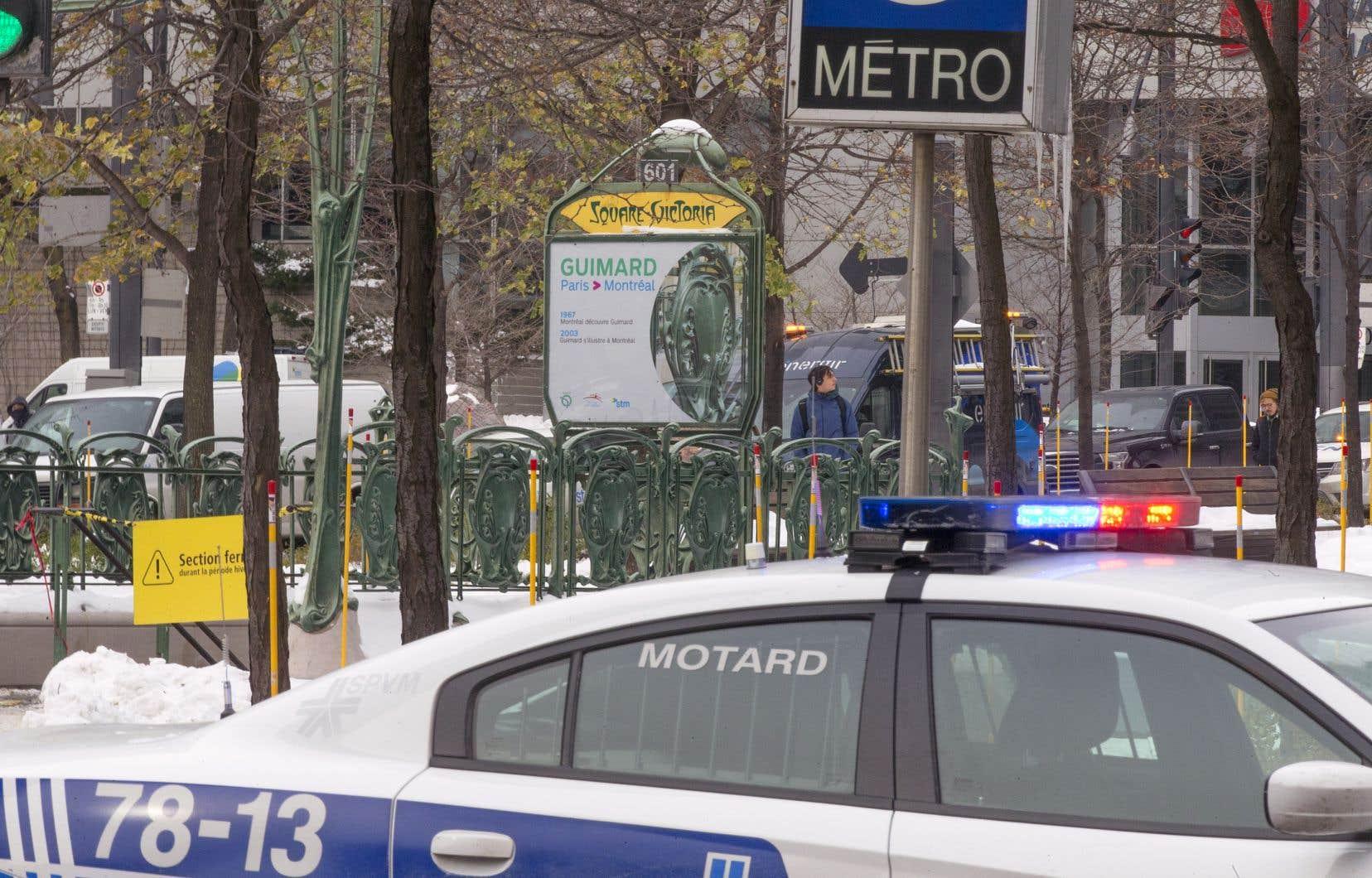 L'infiltration d'eau s'est produite après l'éclatement d'une conduite d'une trentaine de centimètres de diamètre appartenant à la Ville de Montréal près de la station Square-Victoria-OACI.