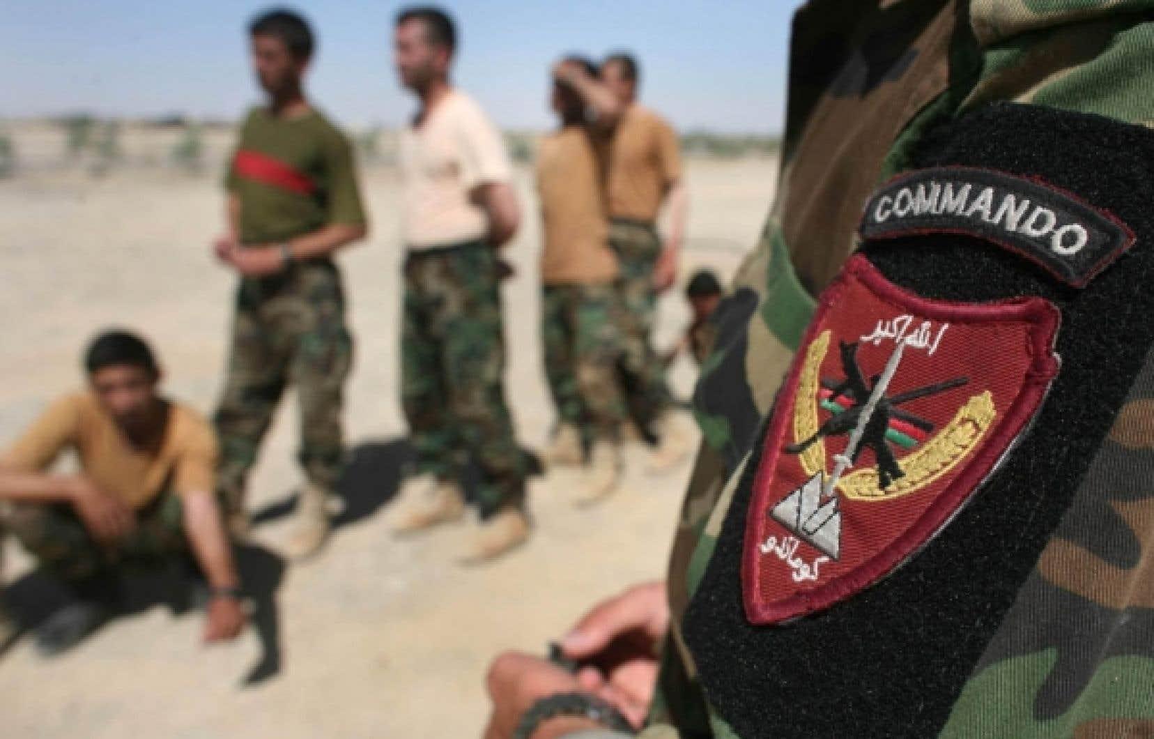Quelque 200 militaires canadiens aident aujourd'hui à la formation de l'armée afghane. La rumeur veut qu'Ottawa laisse 400 soldats après le retrait canadien en 2011 pour poursuivre la formation.<br />