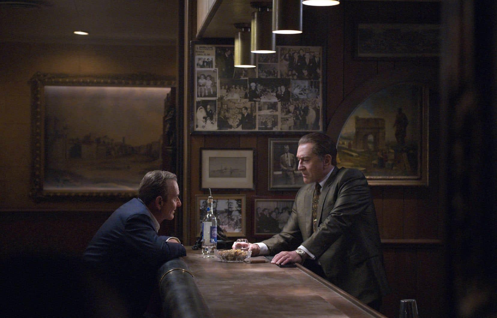 Russell Bufalino (Joe Pesci) et Frank Sheeran (Robert De Niro) parlent affaires.