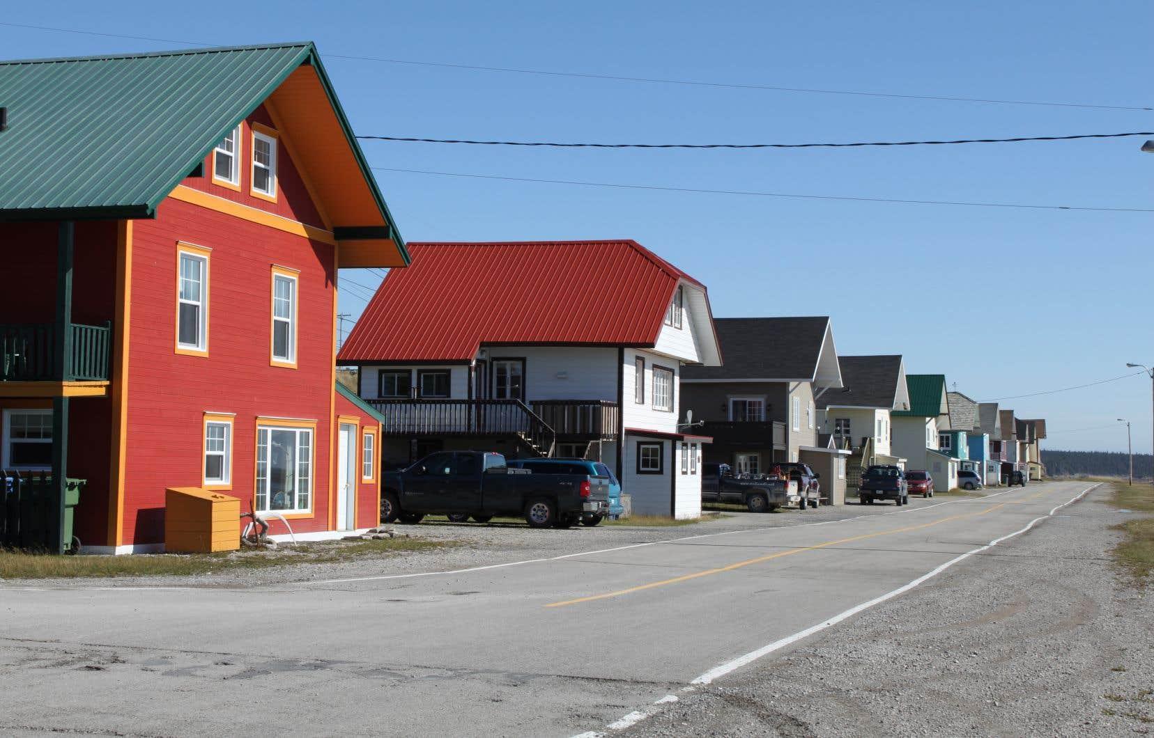 L'ancien dépotoir situé dans le secteur de Port-Menier remonte à l'époque où l'entreprise Consolidated Bathurst était propriétaire de la plus grande île du Québec, de 1967 à 1974.