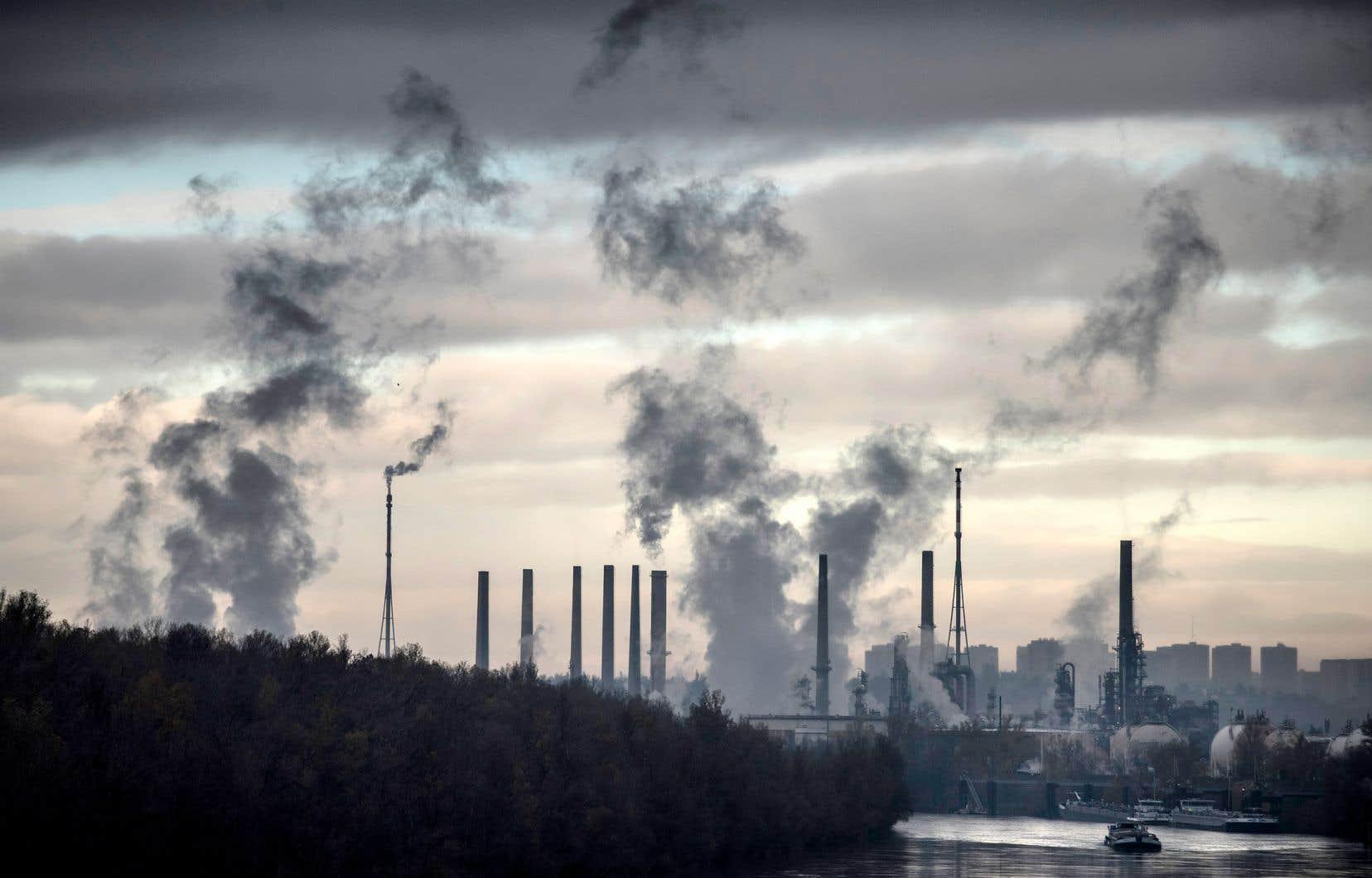 La BEI estime que sa politique d'investissement se conforme aux engagements de l'Accord de Paris sur les réductions d'émissions de gaz à effet de serre.