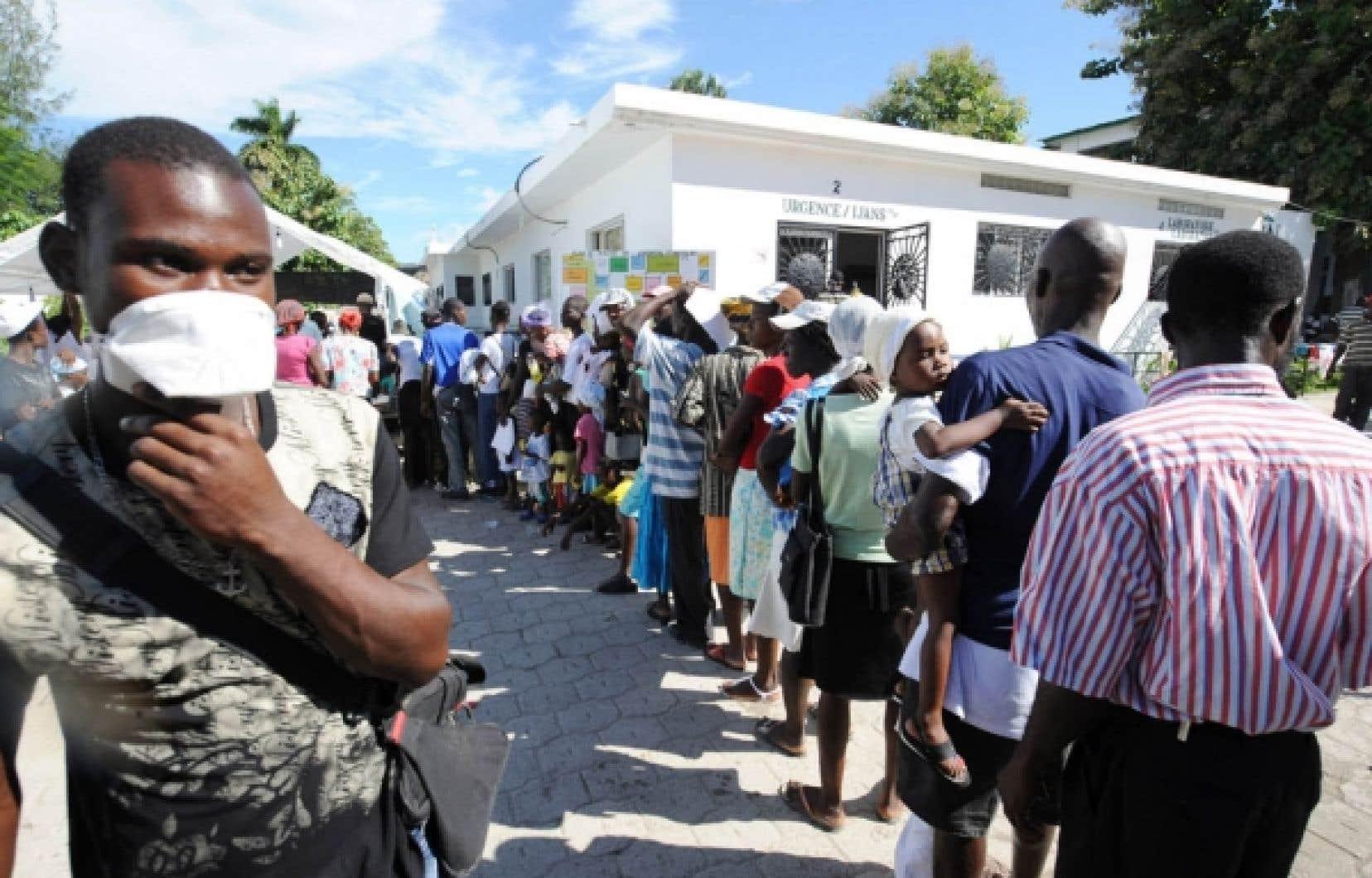 Mieux vaut prévenir que guérir: hier, l'hôpital Saint-Nicolas à Saint-Marc, dans le nord de Port-au-Prince, était «assiégé» par des centaines d'habitants de la capitale haïtienne.<br />