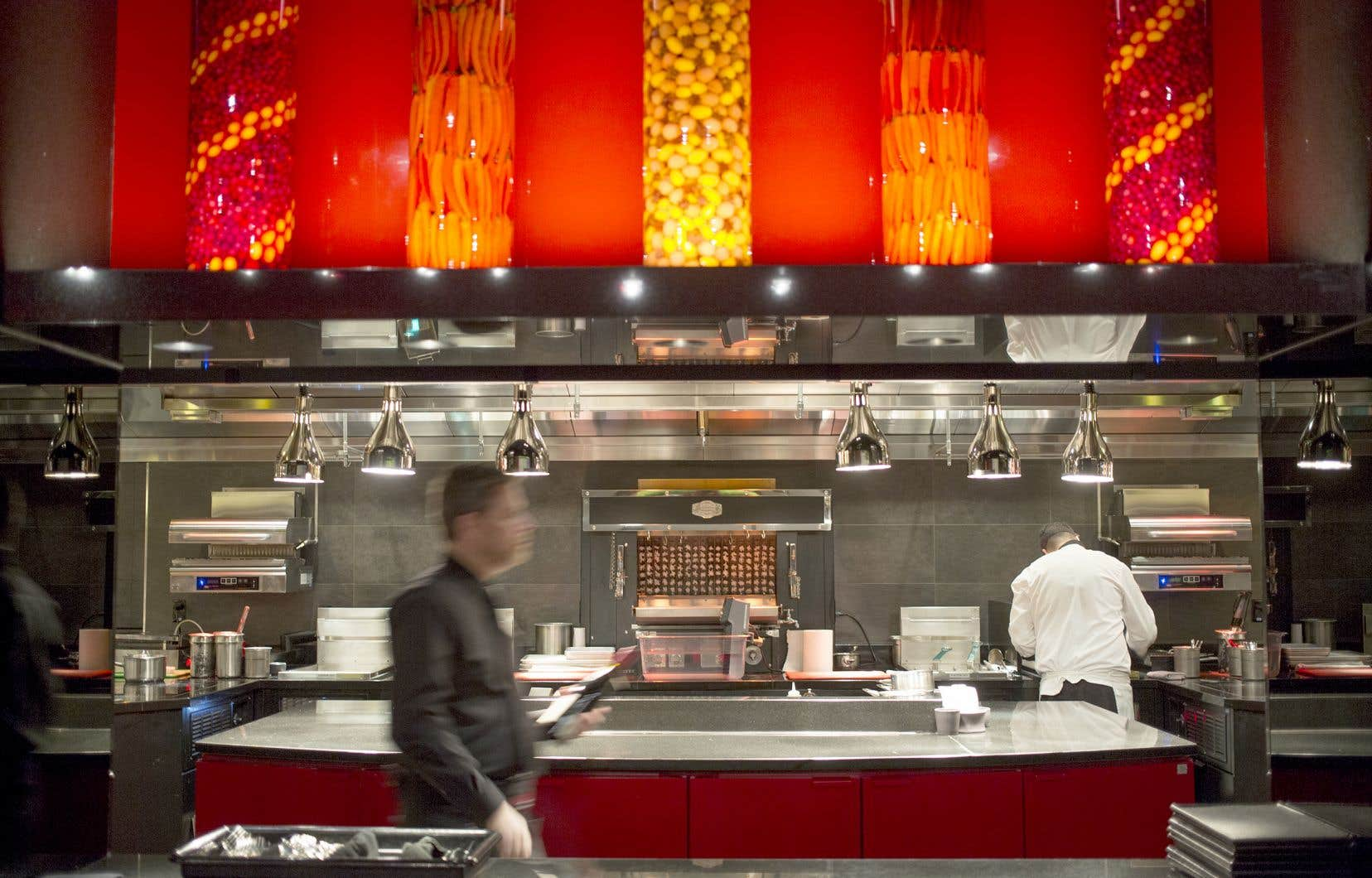 L'Atelier Joël Robuchon, restaurant gastronomique haut de gamme, a ouvert ses portes en décembre 2016.