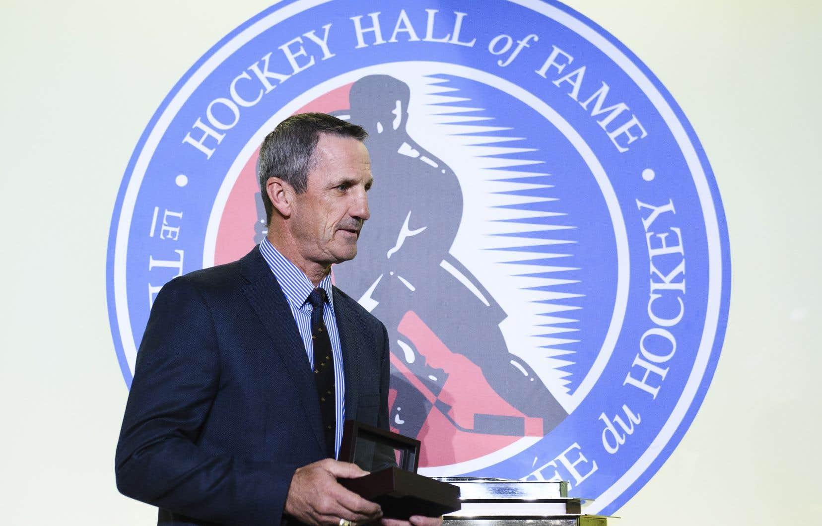 Guy Carbonneau a pris sa retraite à la fin de la saison 1999-2000.