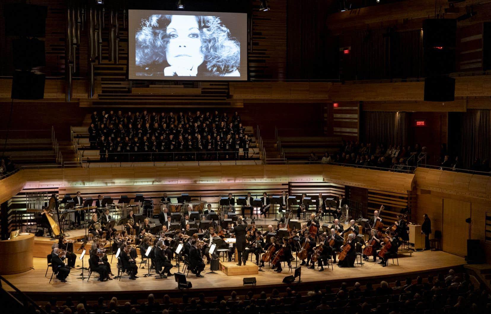 <p>Une dizaine de chanteuses, accompagnées de l'Orchestre symphonique de Montréal, ont repris les grands succès que Renée Claude aura chantés durant sa vie.</p>