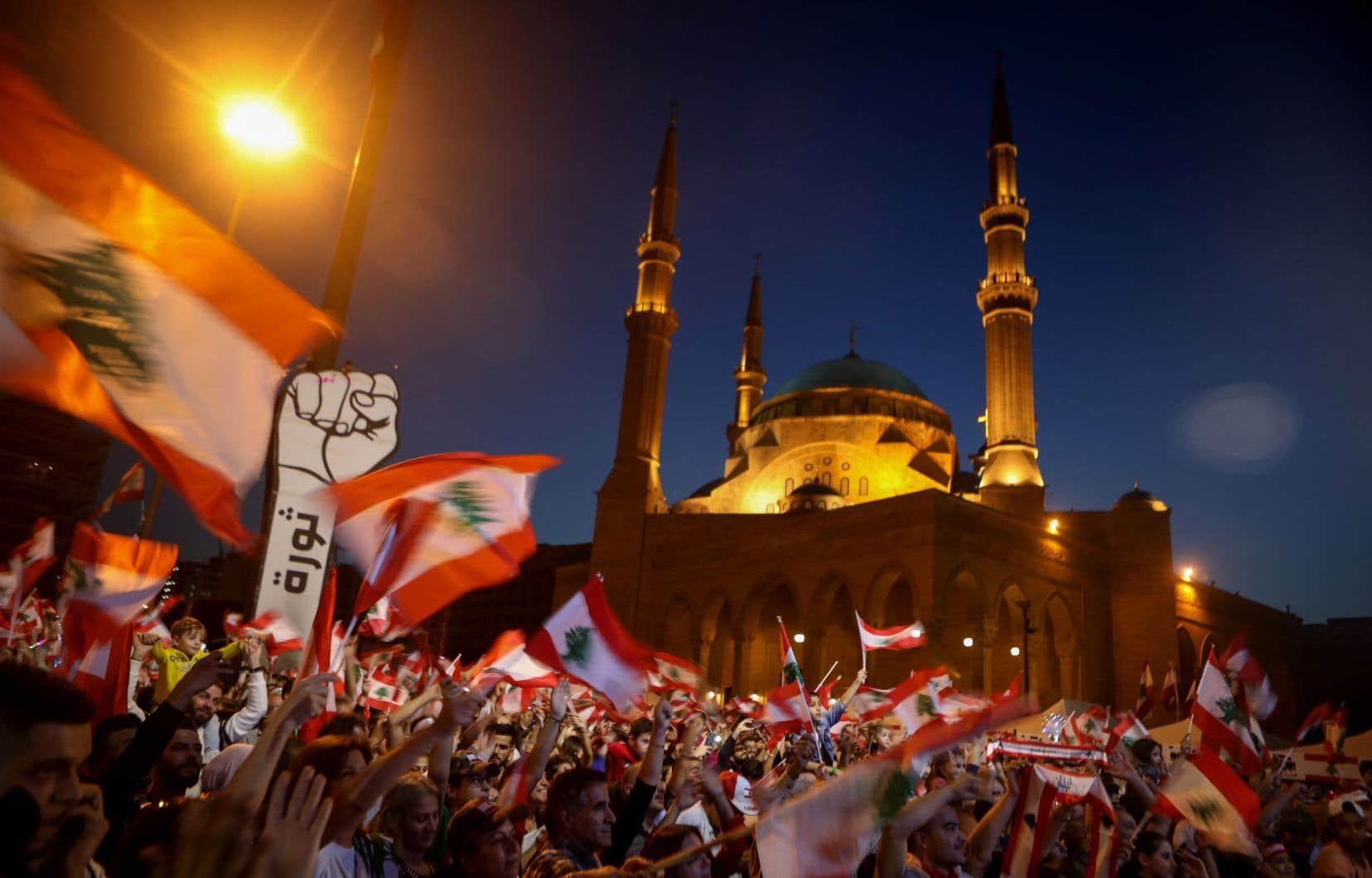 Les manifestants, dont le mouvement a entraîné la démission le 29octobre du premier ministre Saad Hariri, réclament un gouvernement de technocrates indépendants des partis au pouvoir et l'organisation d'élections législatives anticipées.