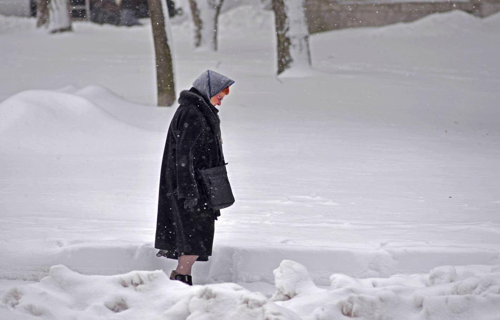«Durant la période hivernale, le problème principal — du moins chez les personnes vieillissantes — est le risque de chutes», souligne l'auteur.