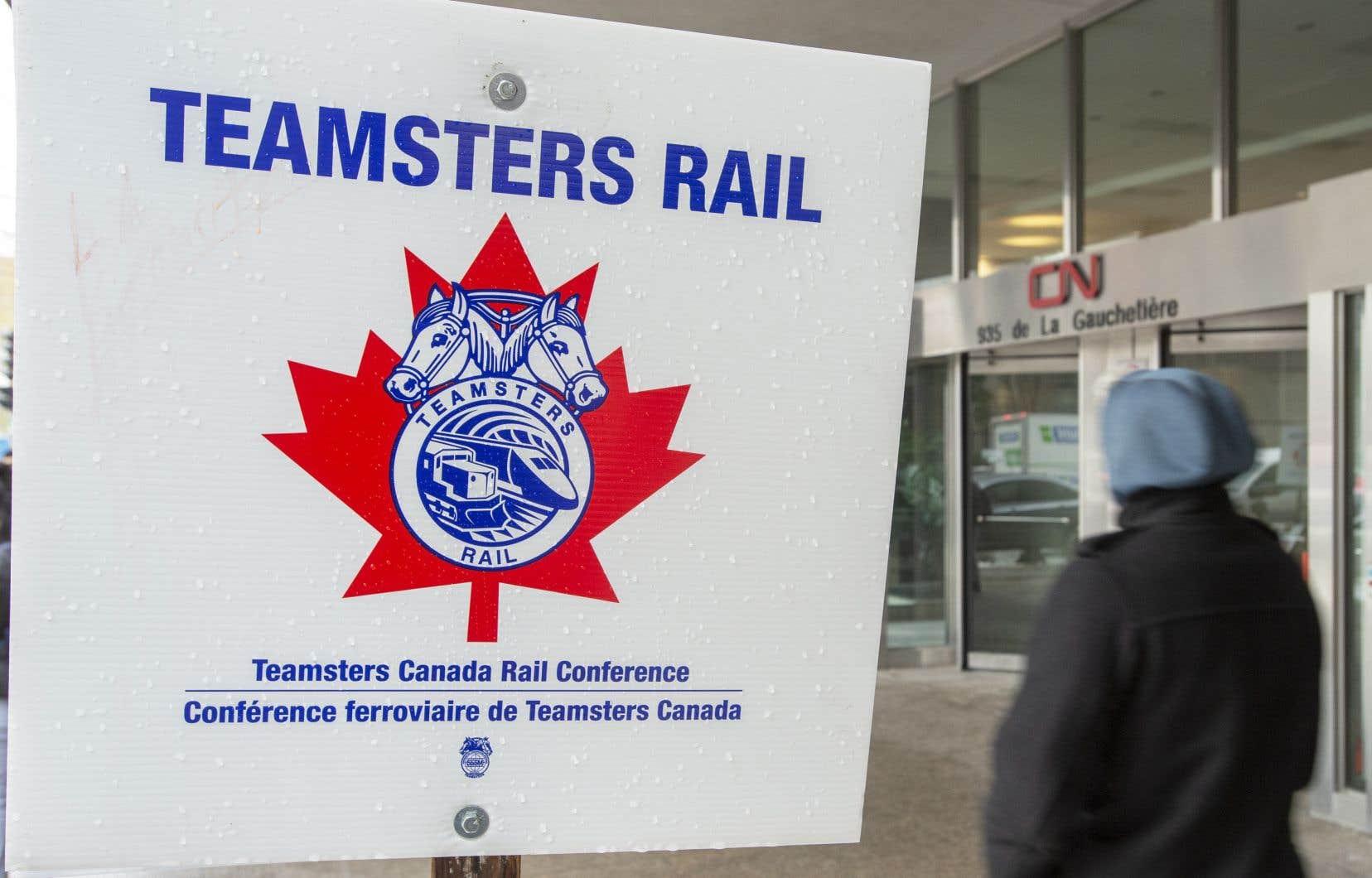 Le syndicat des Teamsters, qui représente les quelque 3200 travailleurs en grève, a indiqué poursuivre les négociations afin de conclure une entente.