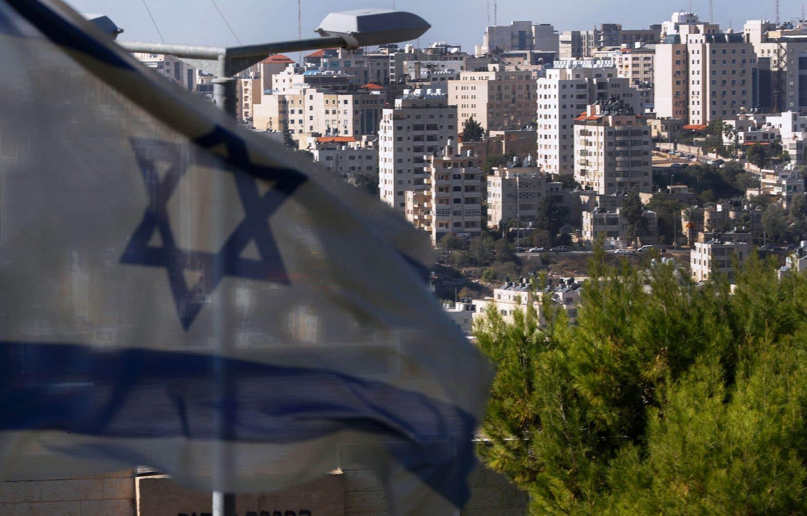 Vue de la ville palestinienne de Ramallah, en Cisjordanie occupée, depuis la colonie israélienne de Psagot