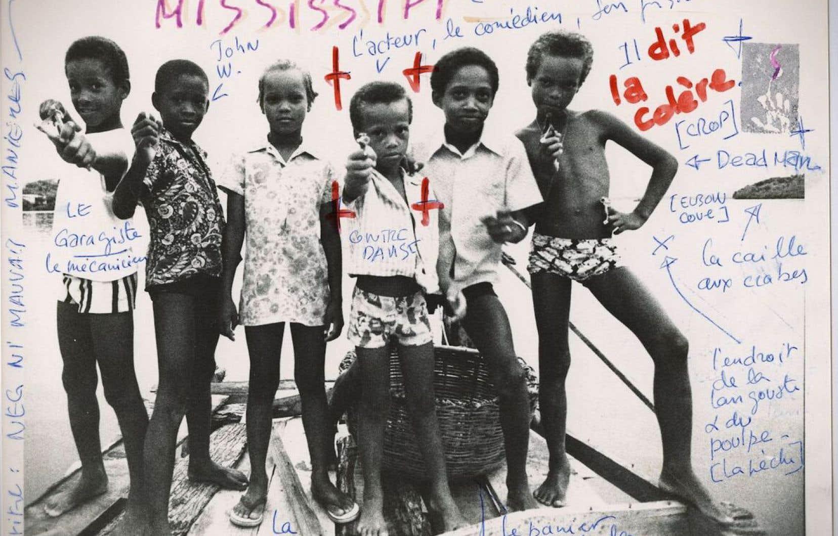 Le photographe Serge Emmanuel Jongué mariait des images polaroïd et des inscriptions à la main.