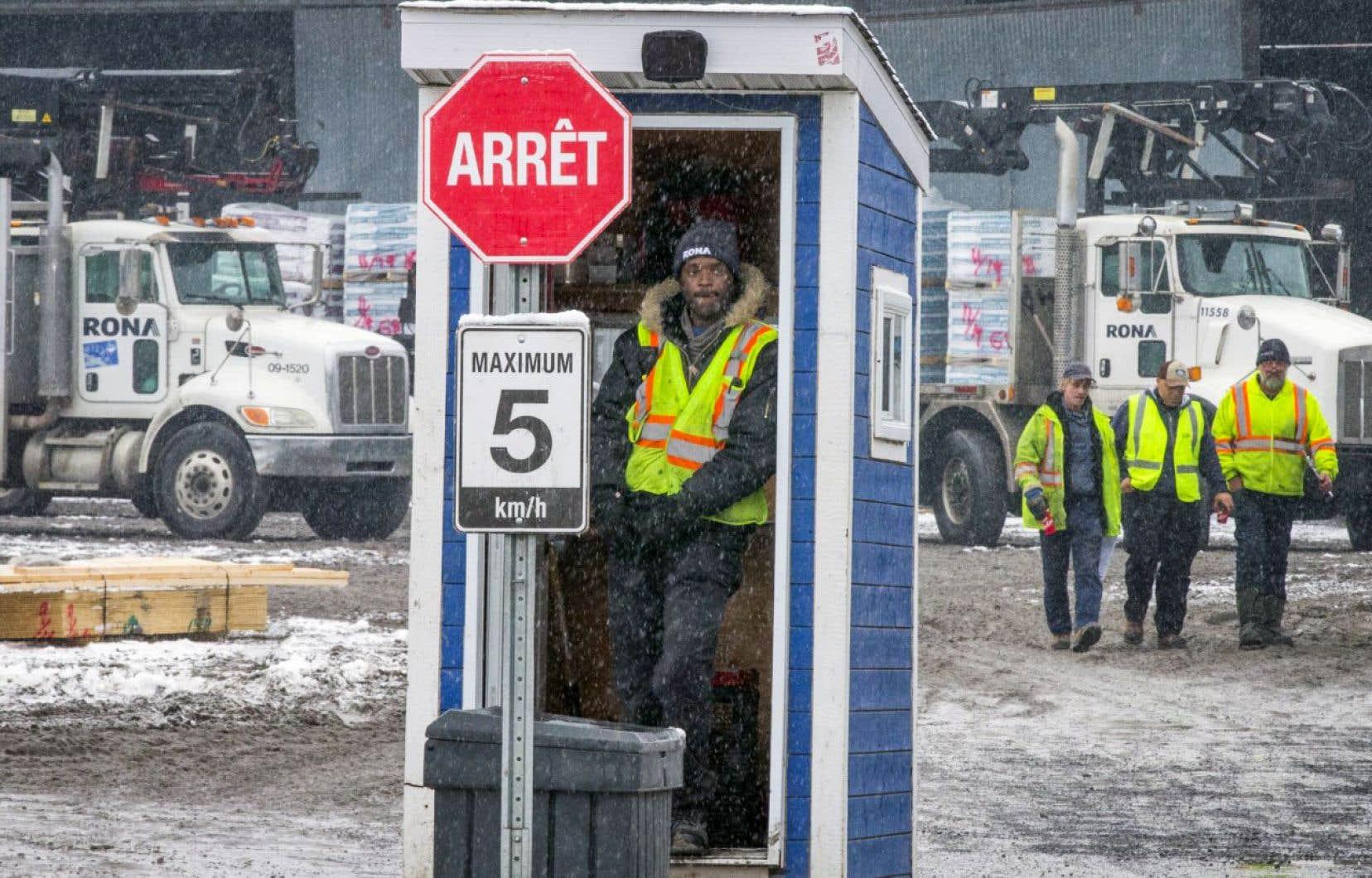 Le magasin Rona de Saint-Lambert figure parmi les 12 commerces de Lowe's Canada qui fermeront leurs portes dans la province à la fin du mois de janvier.
