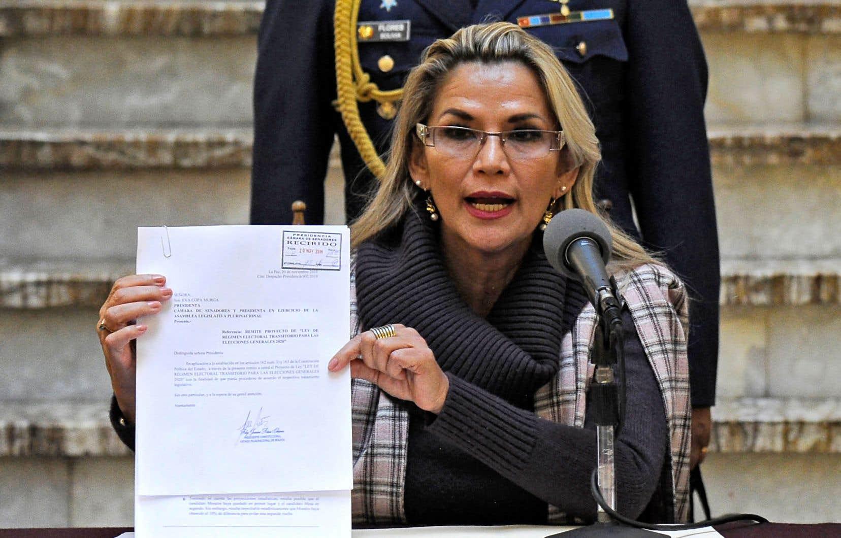 La présidente par intérim de la Bolivie, Jeanine Añez, conserve la possibilité de promulguer un décret présidentiel pour convoquer des élections.