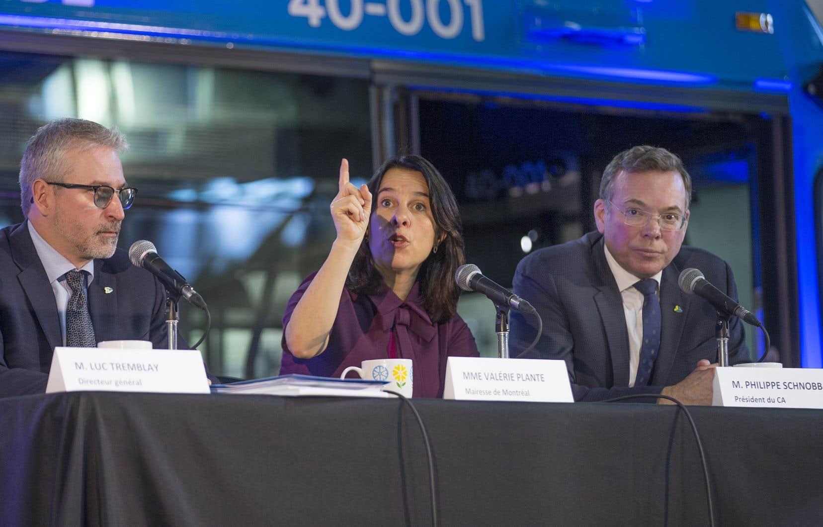 Promesse électorale de Valérie Plante il y a deux ans, la livraison des 300 autobus, au rythme de 30 par mois, sera assortie d'un ajout de 265000 heures de service dans le réseau de surface.