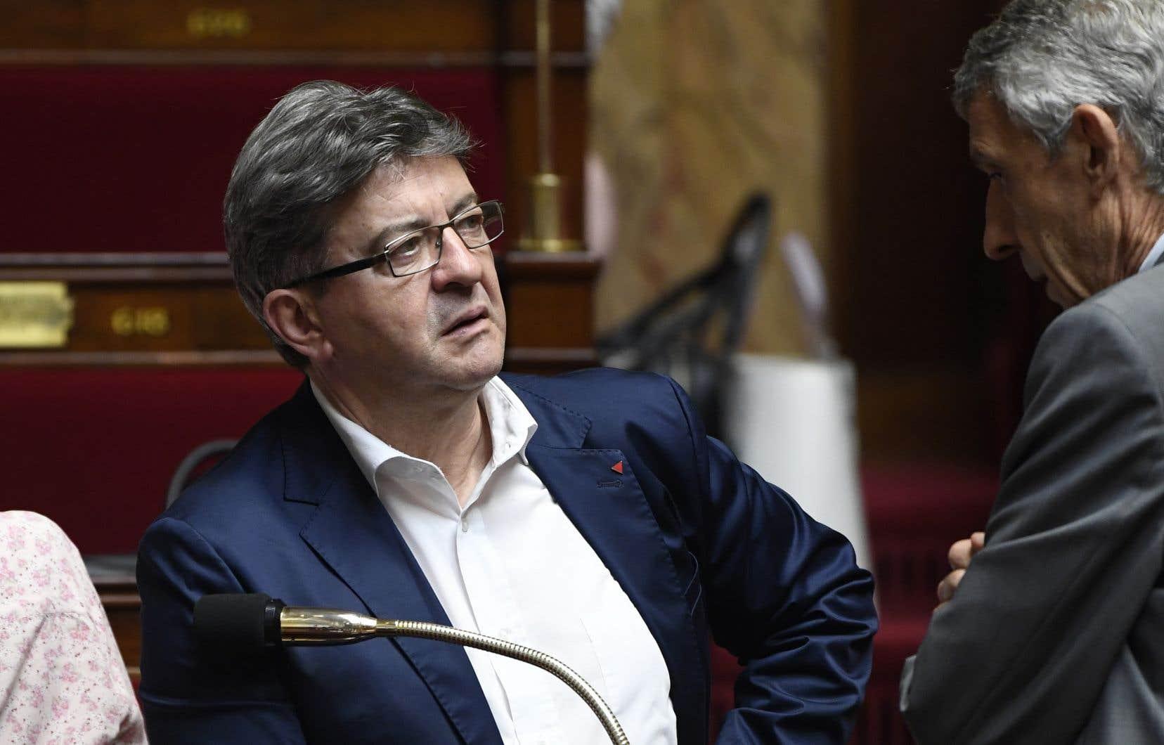 Jean-Luc Mélenchon avait refusé de porter la cravate à l'Assemblée nationale française.